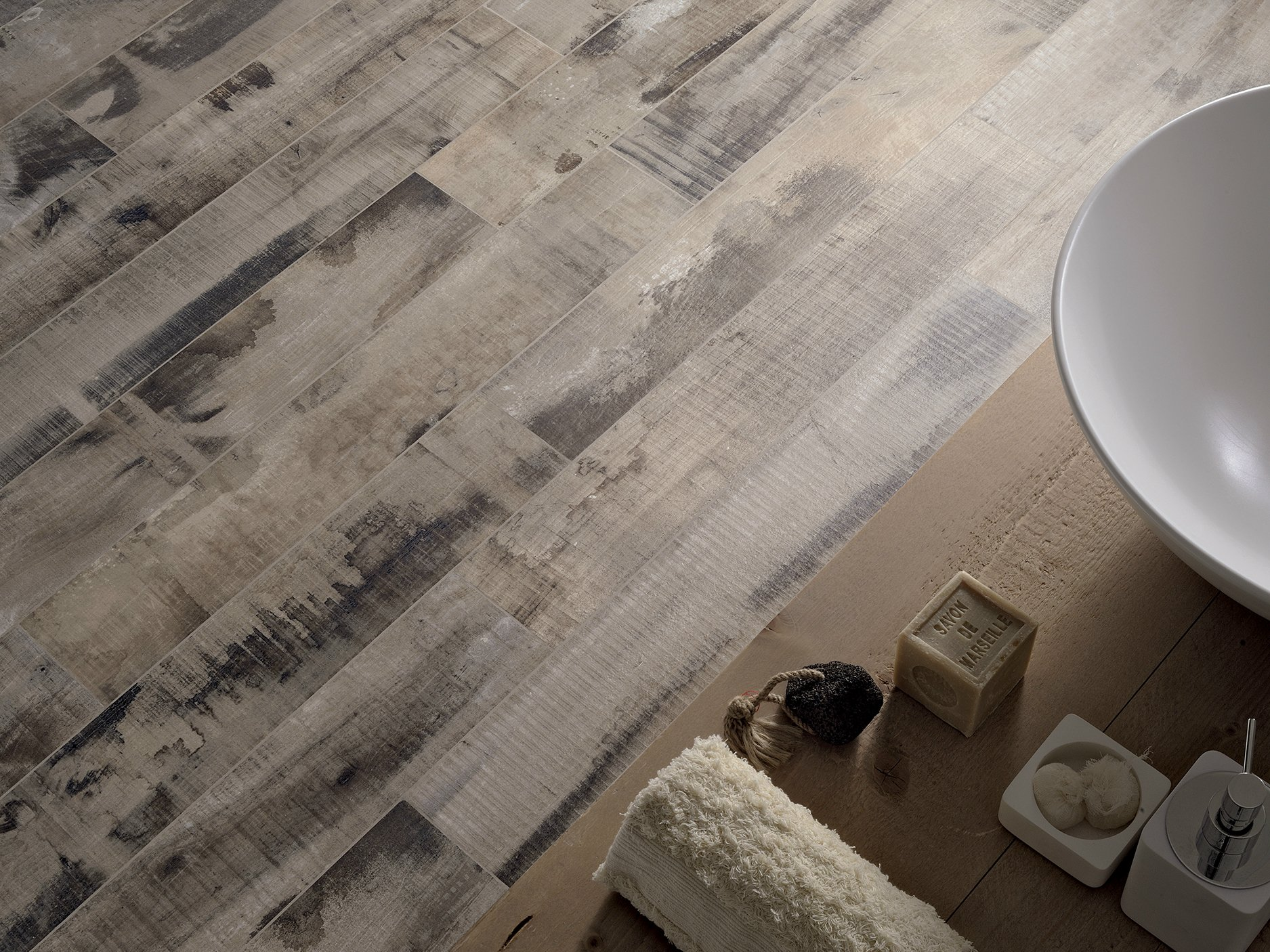 Old wood flooring by ceramica fioranese for Ceramica gres