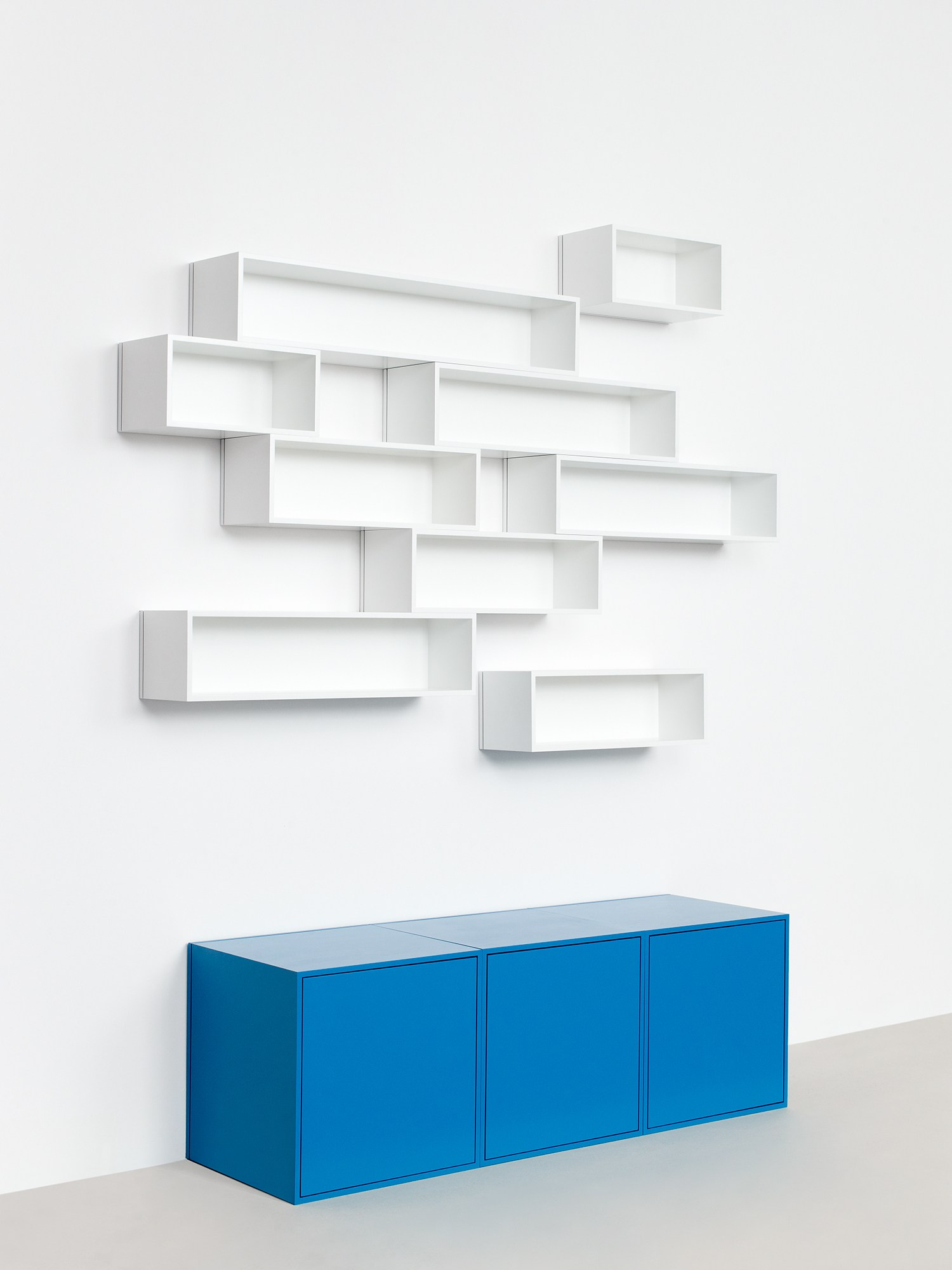 wall mounted modular bookcase by cubit by mymito design cubit. Black Bedroom Furniture Sets. Home Design Ideas