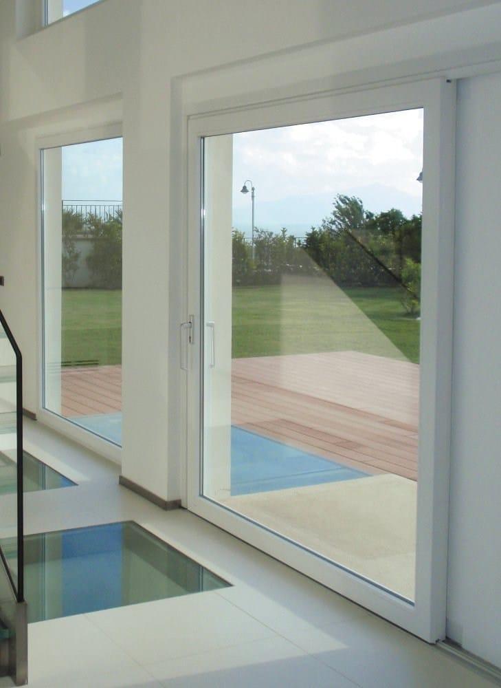 Porta finestra alzante scorrevole in pvc hst by oknoplast - Porta finestra scorrevole ...