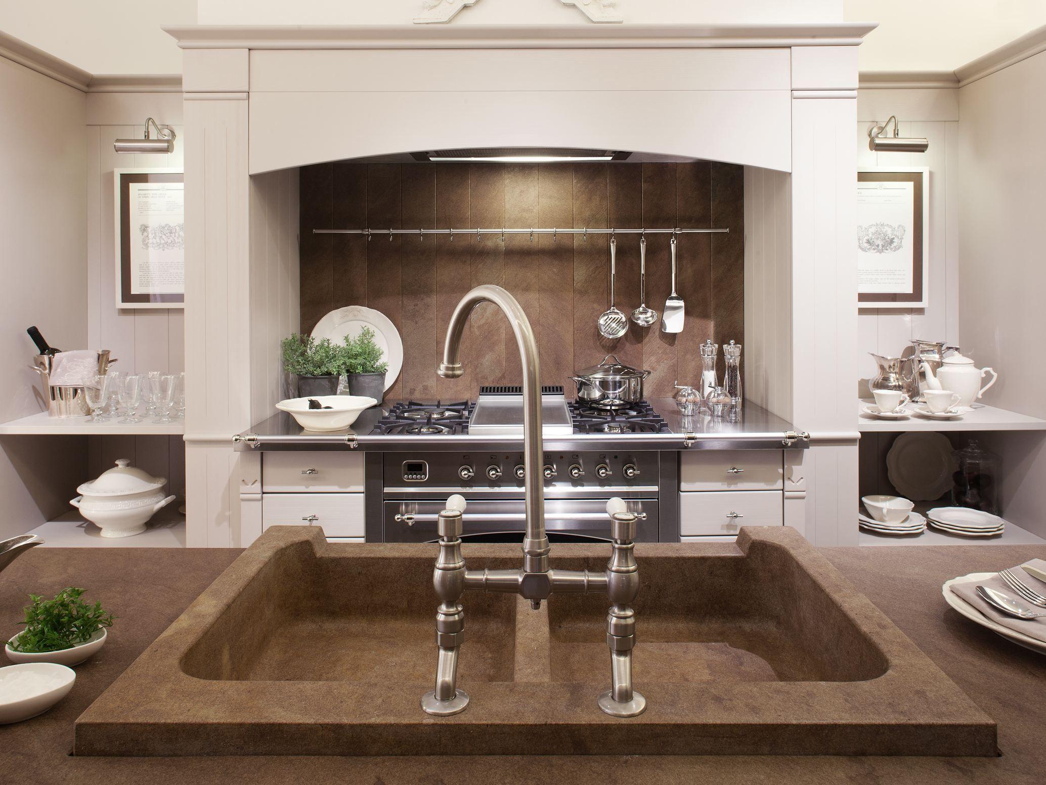 Cucina in legno spazzolato english mood by minacciolo - Mensole cucina country ...