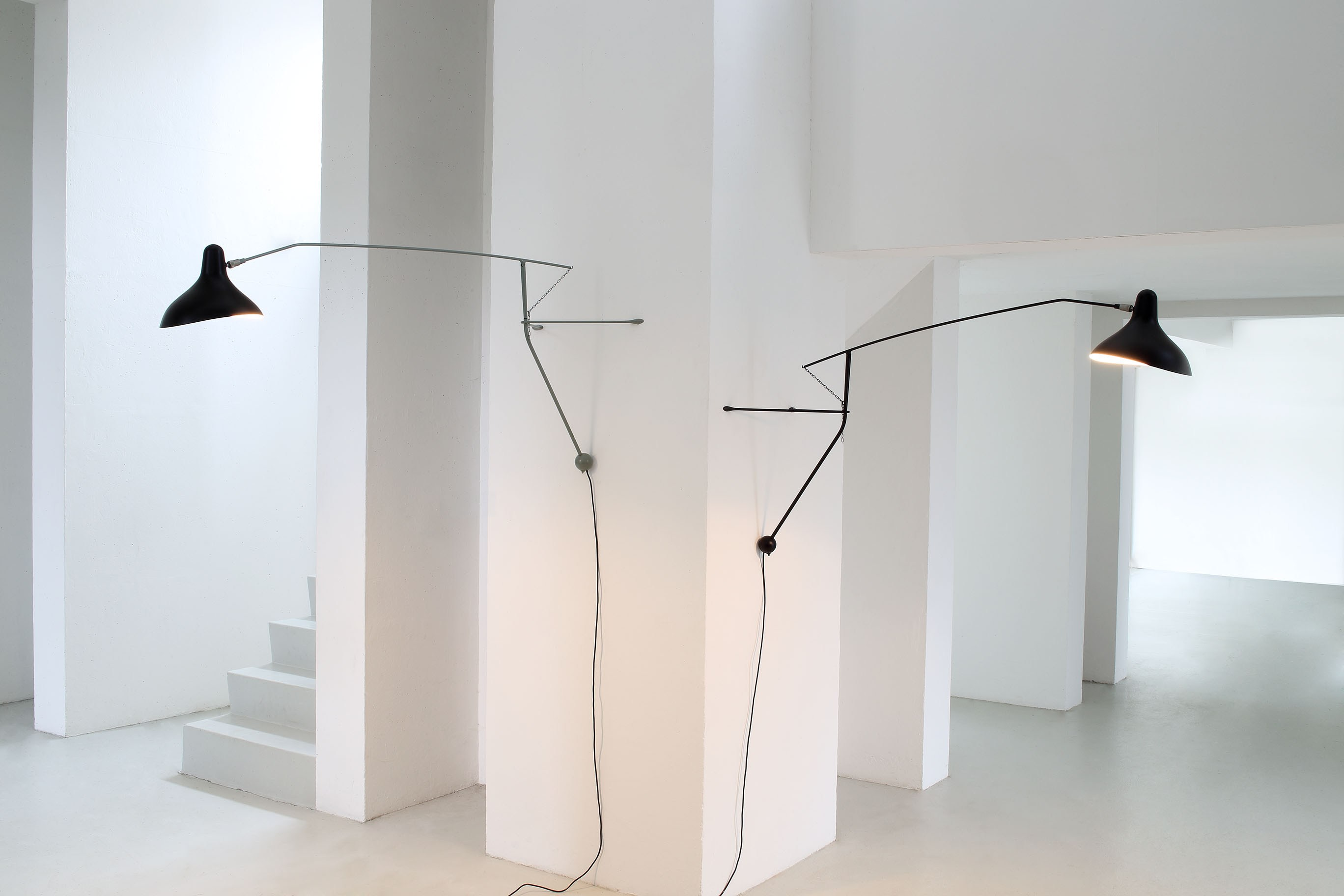wall lamp with swing arm bs2 mantis collection by dcw. Black Bedroom Furniture Sets. Home Design Ideas