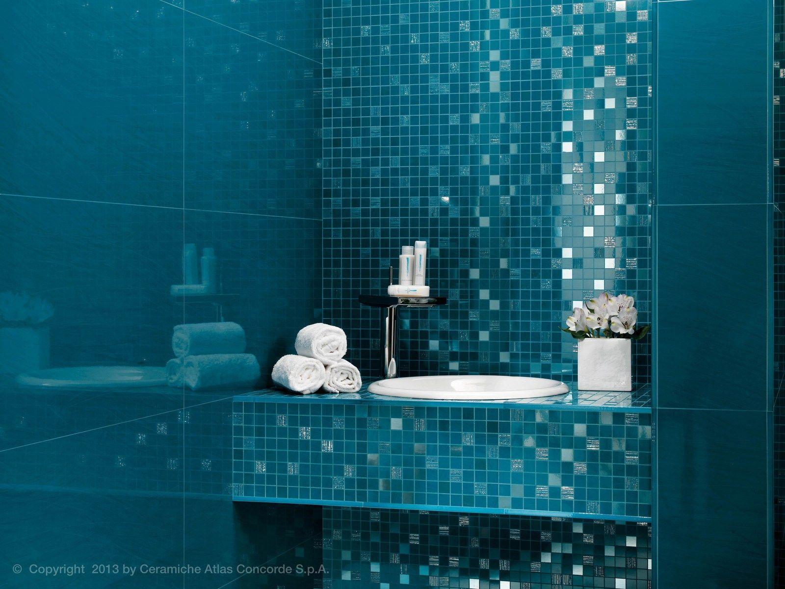 Дизайн ванн с мозаичной плиткой