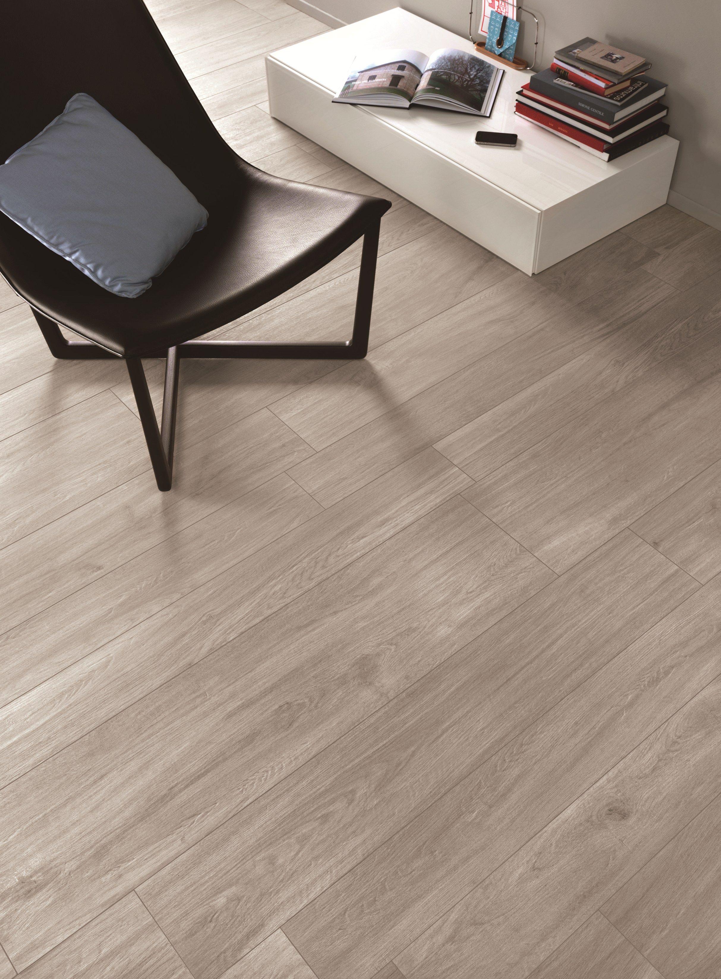 Pavimento in gres porcellanato effetto legno woodliving by for Piastrelle effetto legno prezzi