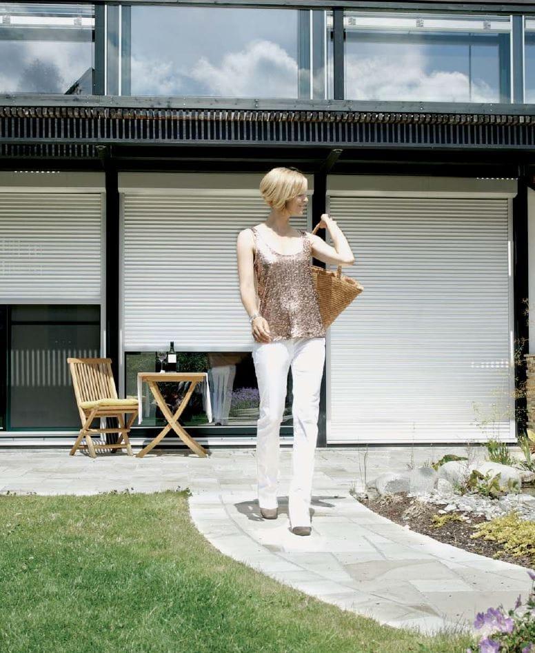 rollladen aus aluminium nova a37 by hella italia. Black Bedroom Furniture Sets. Home Design Ideas