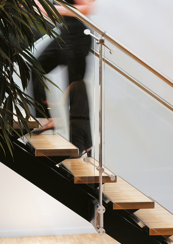 d line stainless steel stair balustrade by q railing. Black Bedroom Furniture Sets. Home Design Ideas