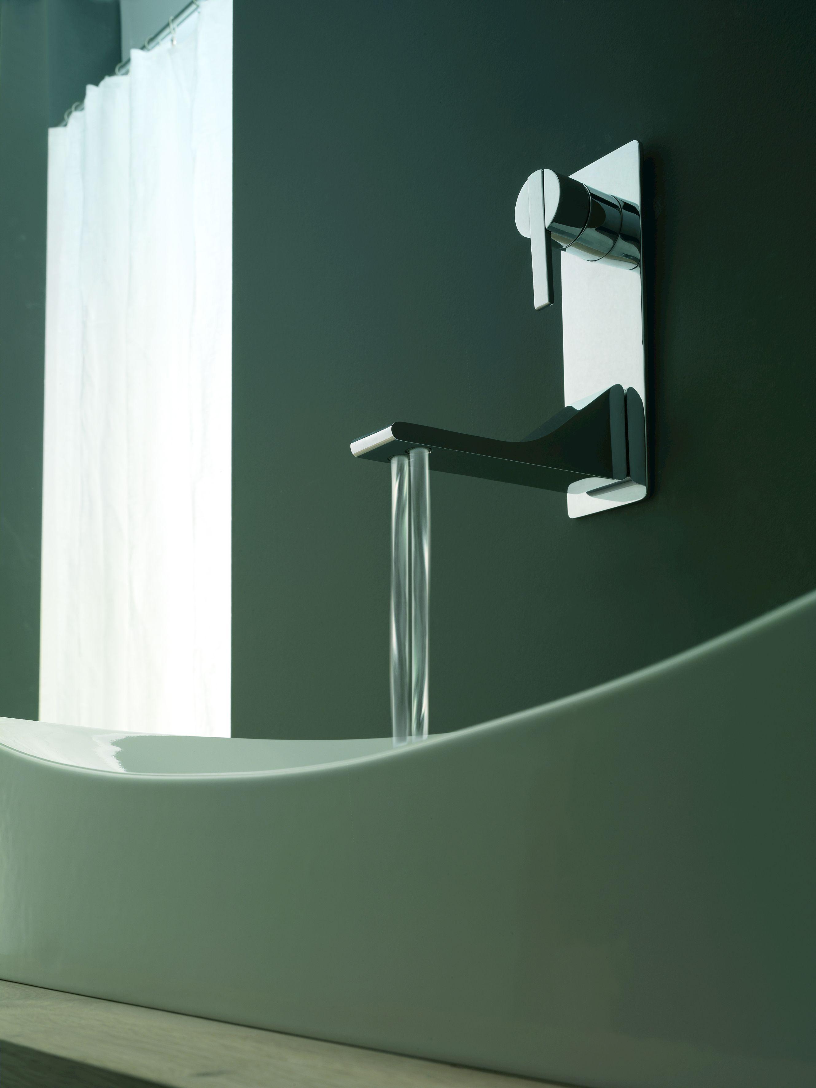 Rubinetto per lavabo a muro monocomando con piastra serie for Rubinetto bagno a muro