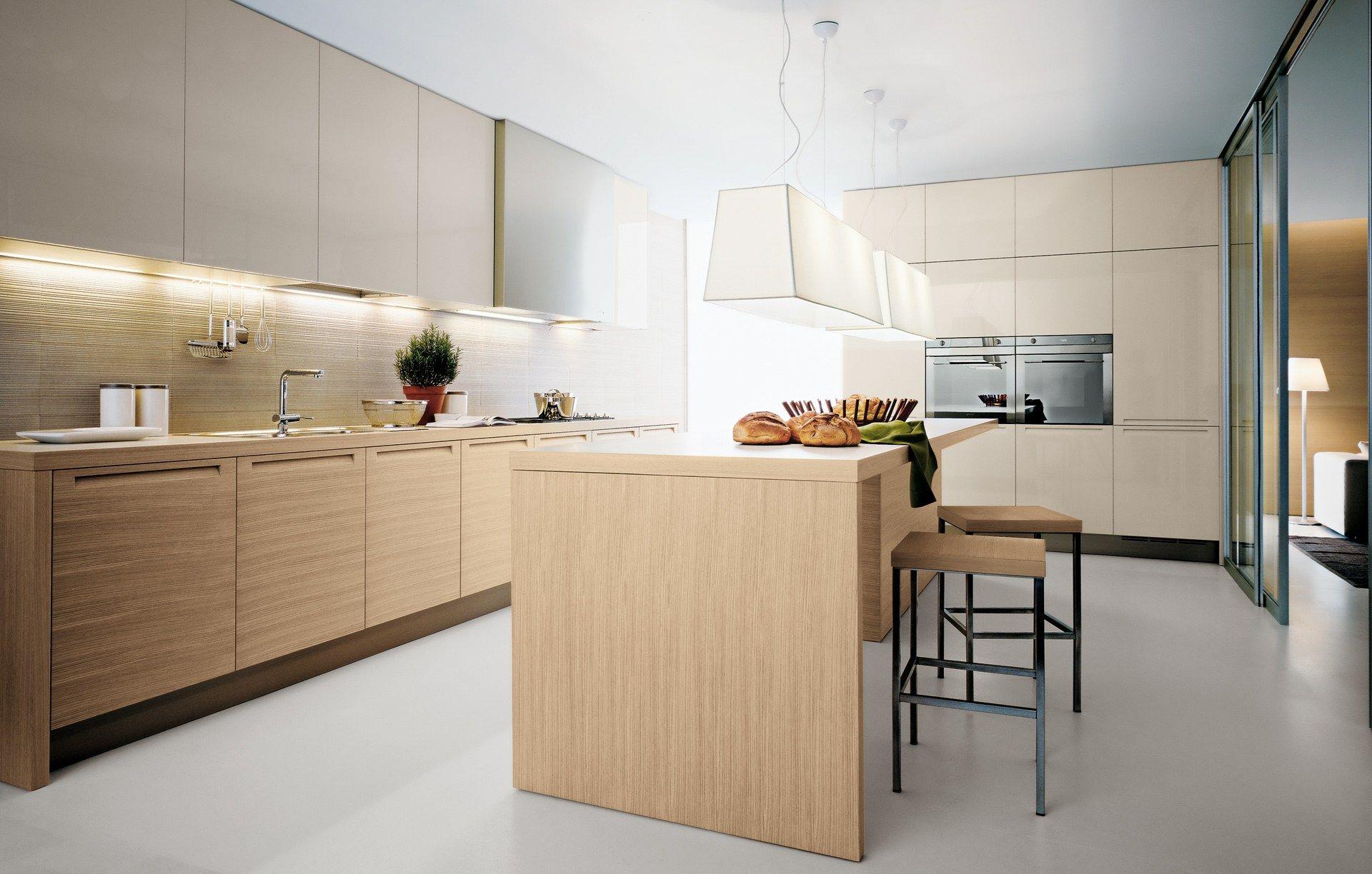 Oak fitted kitchen minimal by varenna by poliform for Poliform kitchen designs