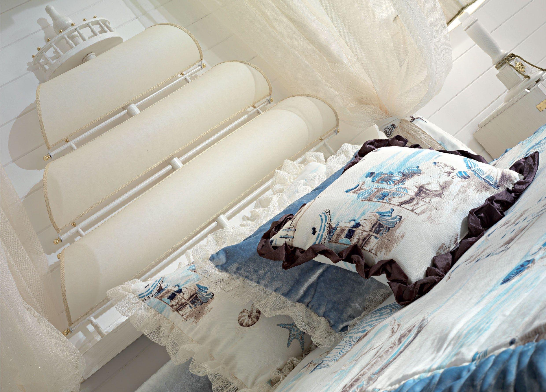 Letto a una piazza e mezza in legno in stile classico a - Camera da letto stile mare ...