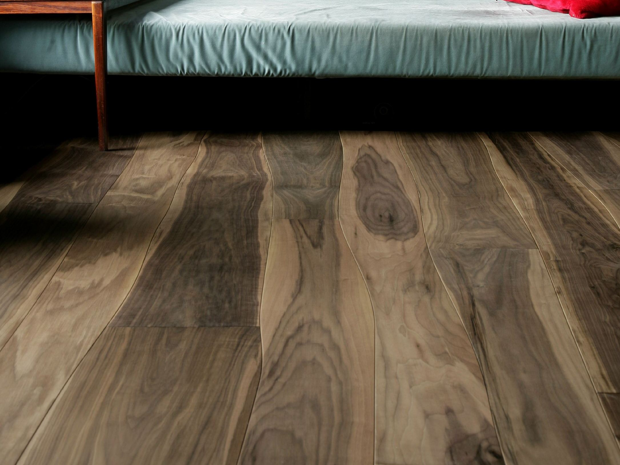 rev tement de sol en noyer by bolefloor. Black Bedroom Furniture Sets. Home Design Ideas