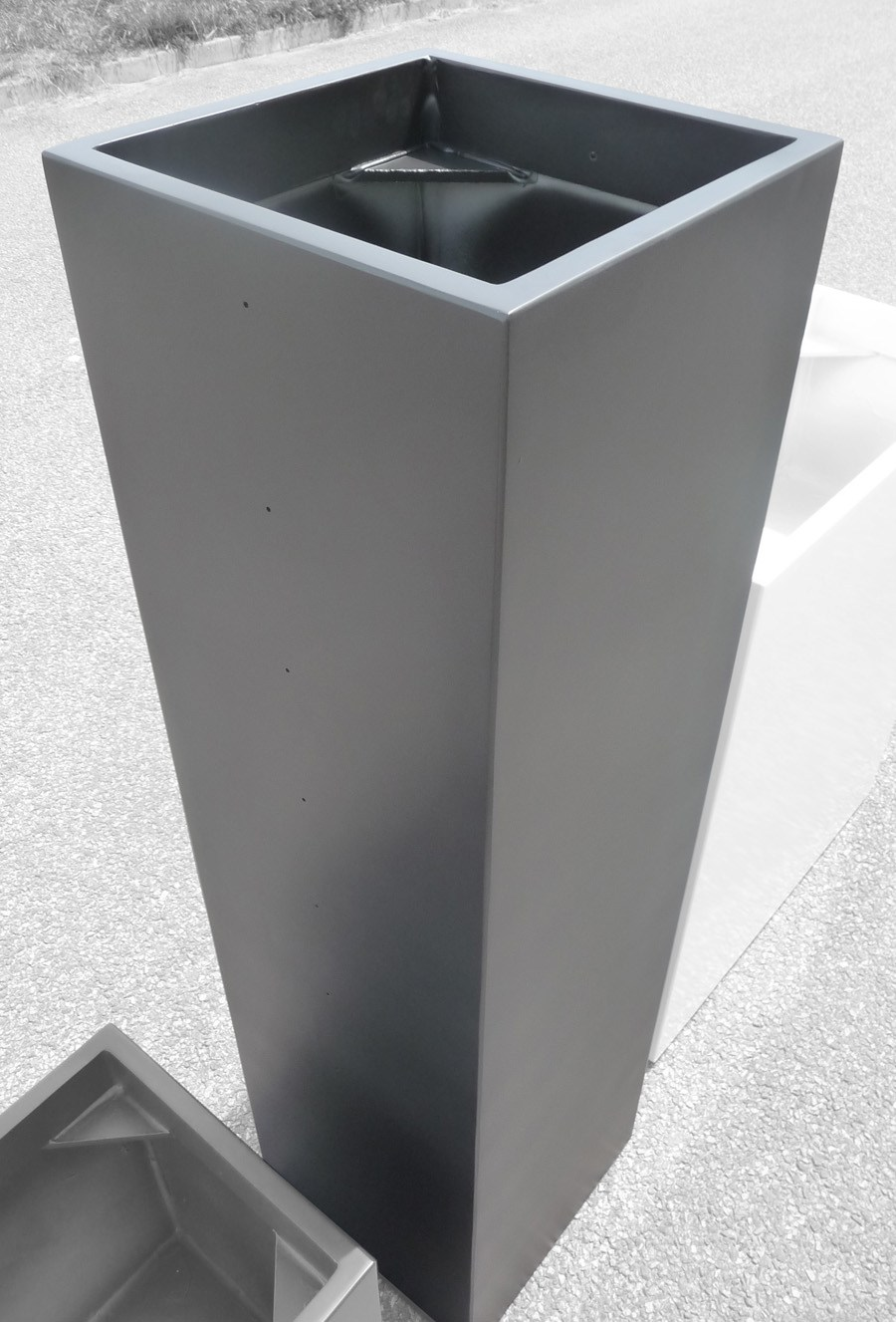 Jardini re en fibre ciment ich by image 39 in by atelier so green design fabien joly - Jardiniere en ciment ...