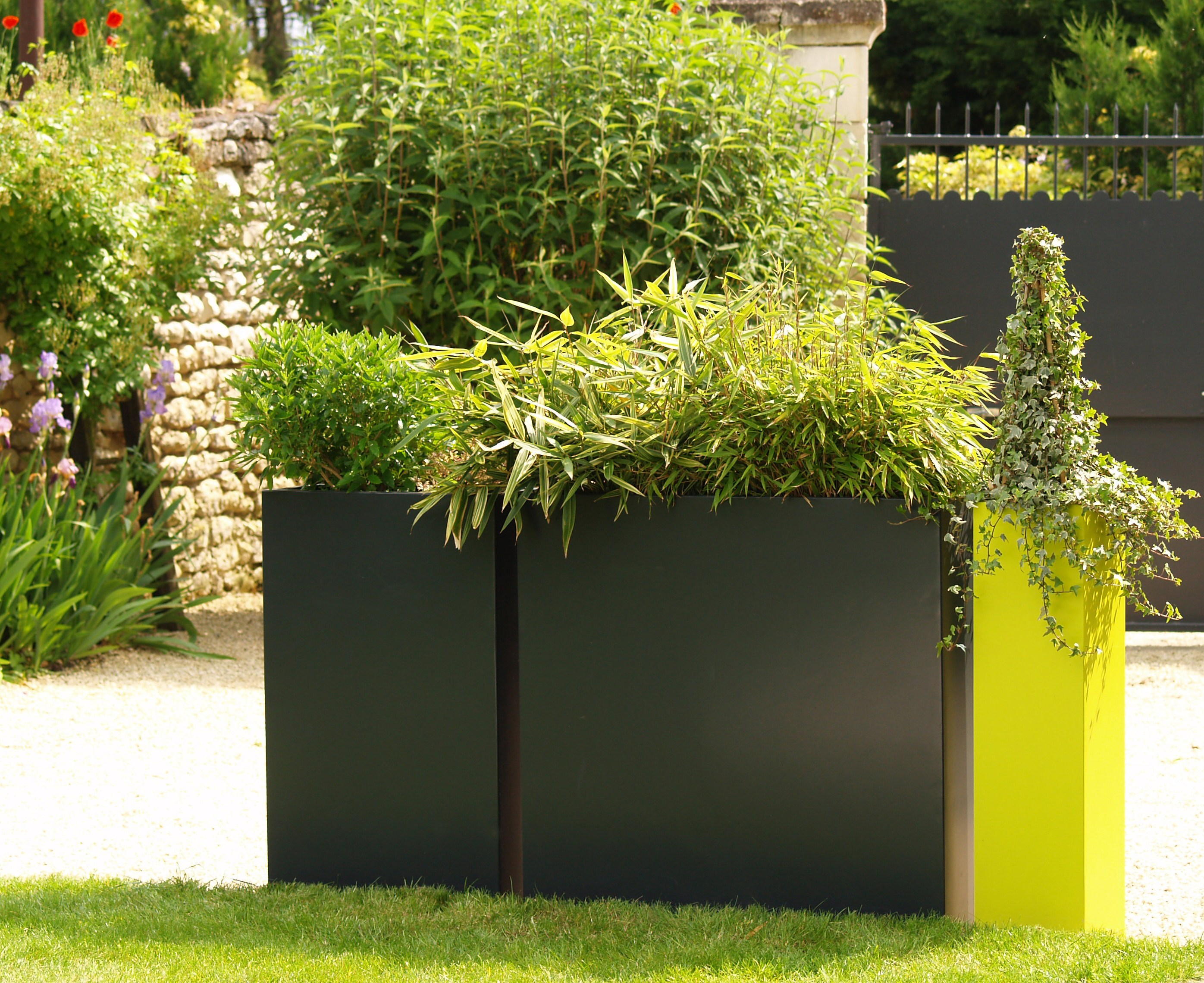 blumenkasten aus faserzement irf by image 39 in by atelier so. Black Bedroom Furniture Sets. Home Design Ideas