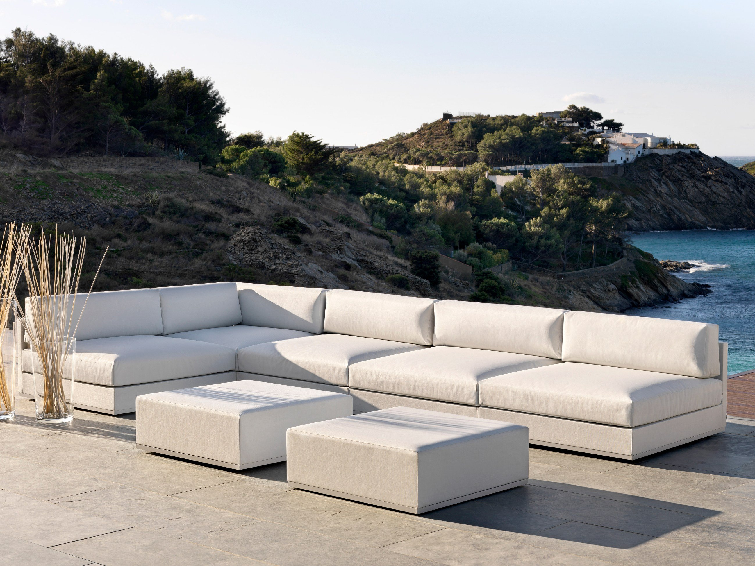 Mood low divano angolare by bivaq design andr s bluth for Design da giardino