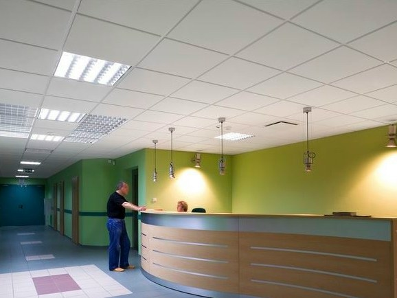 Faux plafond acoustique en laine de verre ecophon gedina for Faux plafond acoustique