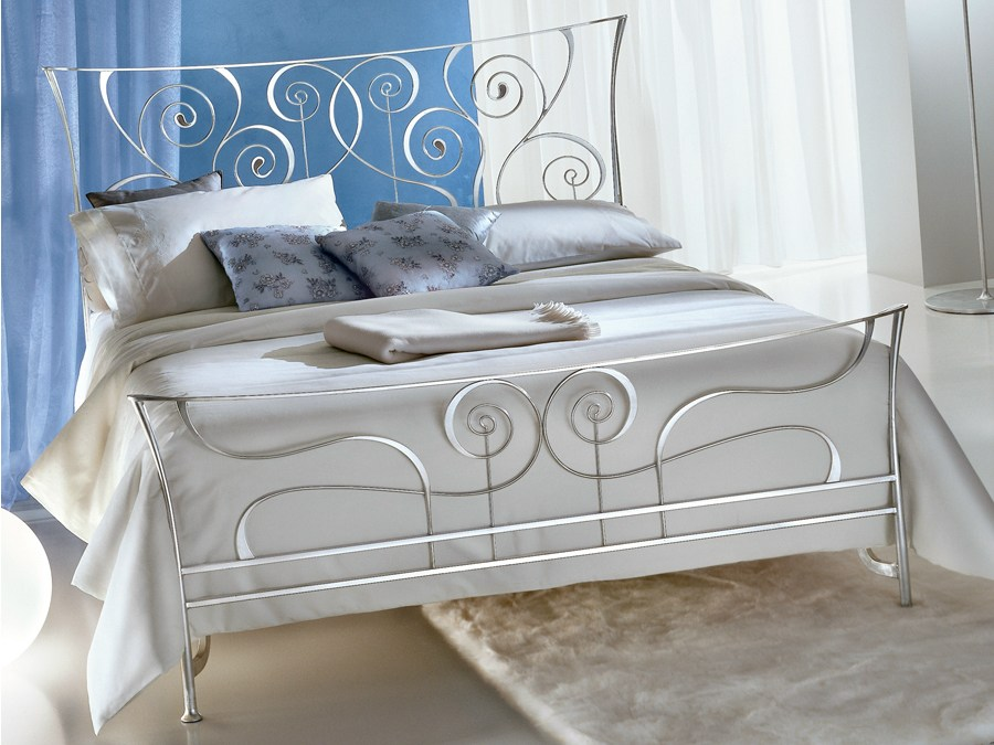 Camere Da Letto Foglia Argento : Camere da letto euro design ariosto arredamenti franco letto