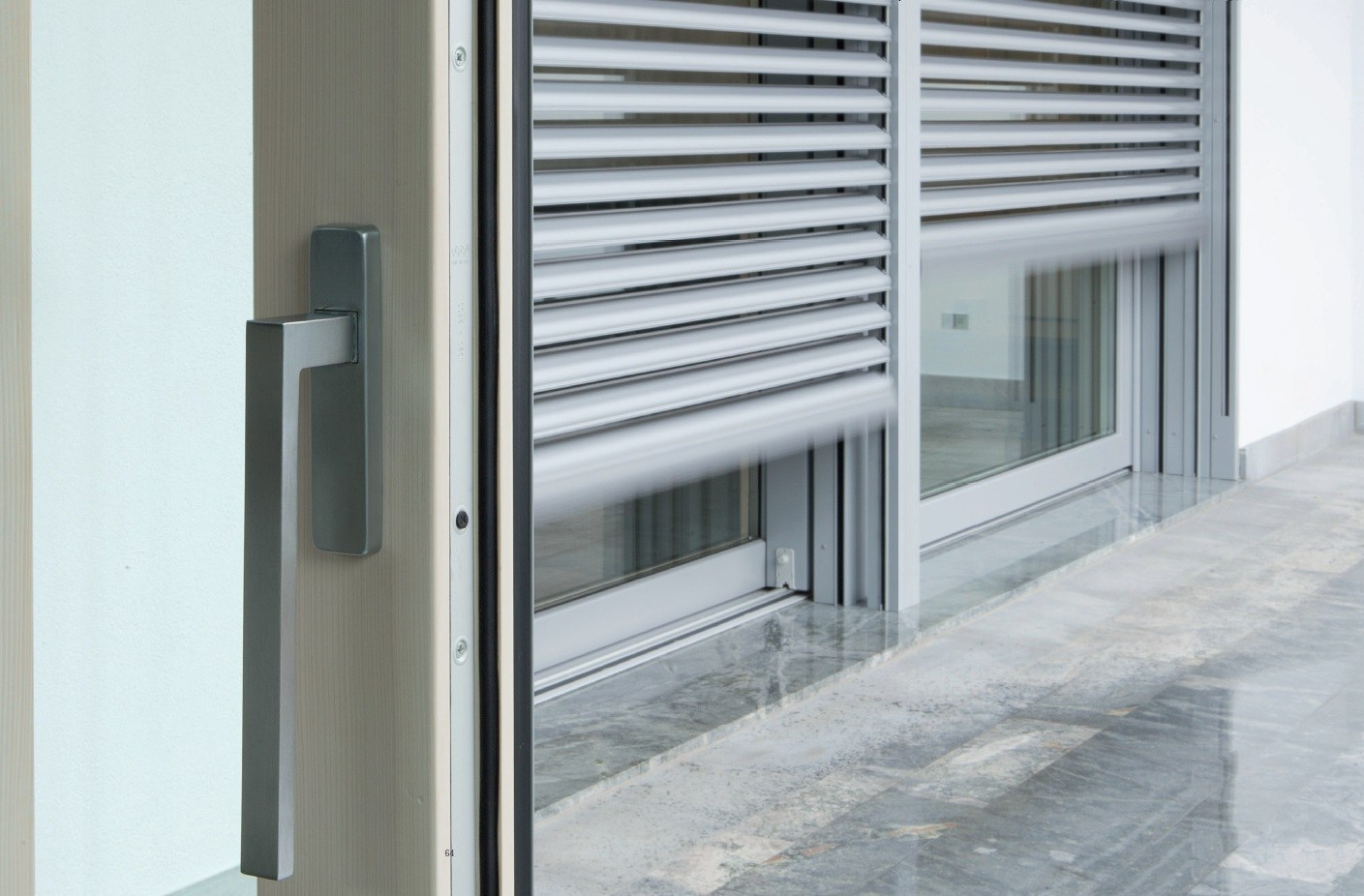 Frangisole in alluminio by carminati serramenti - Finestre esterne in alluminio ...
