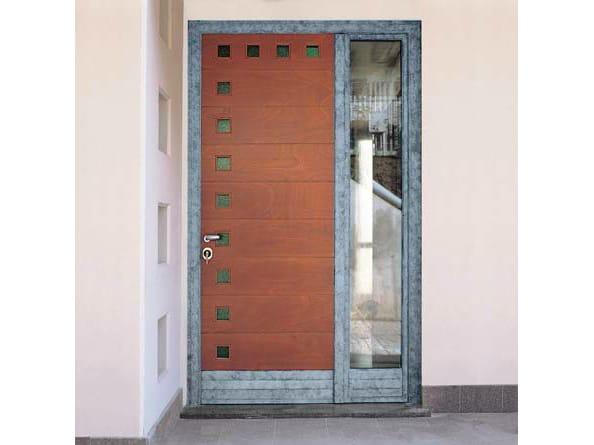 Puerta de entrada de caoba by carminati serramenti for Puerta acristalada exterior