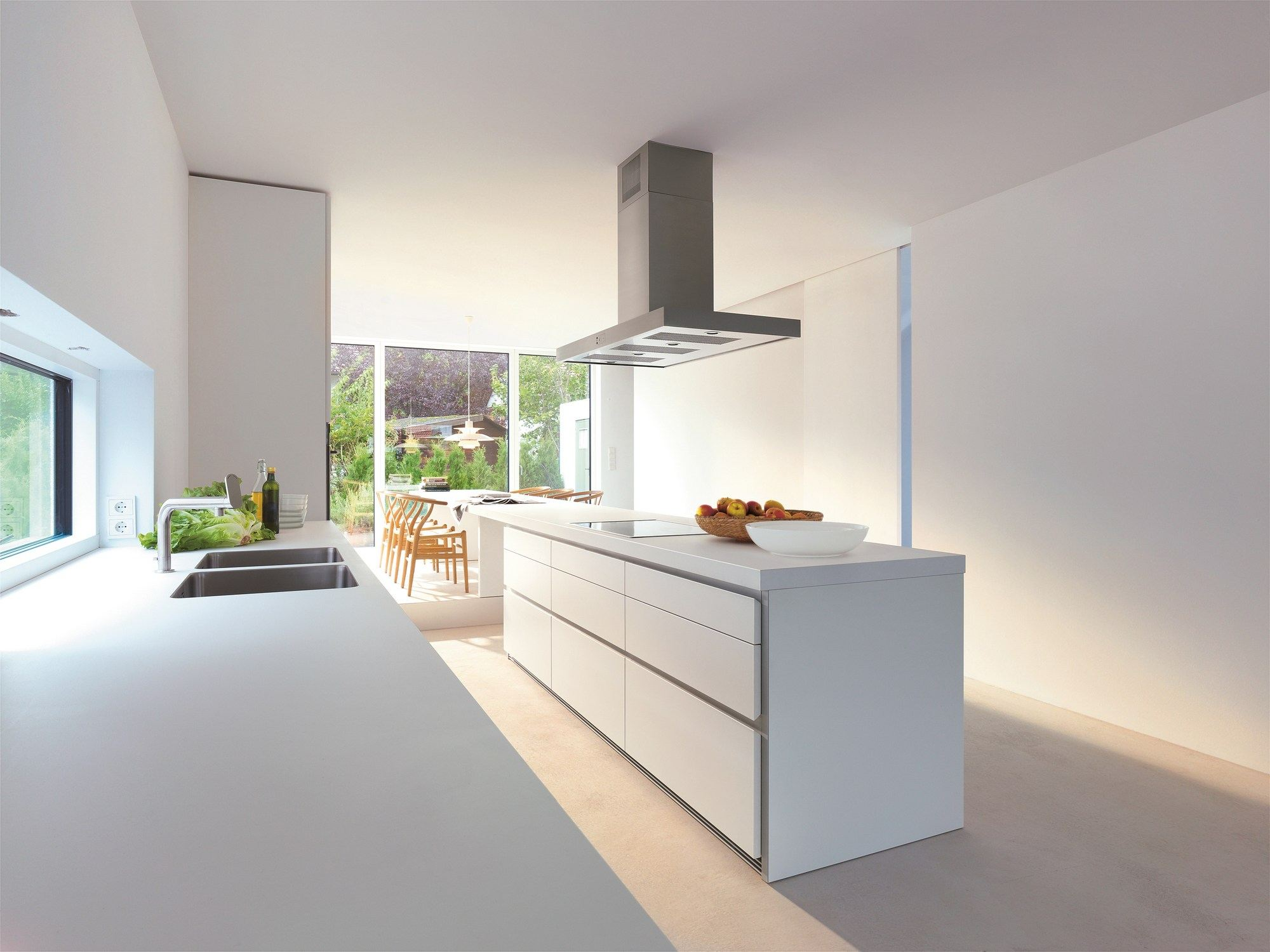 B1 kitchen with island by bulthaup - Cucine bianche moderne ...