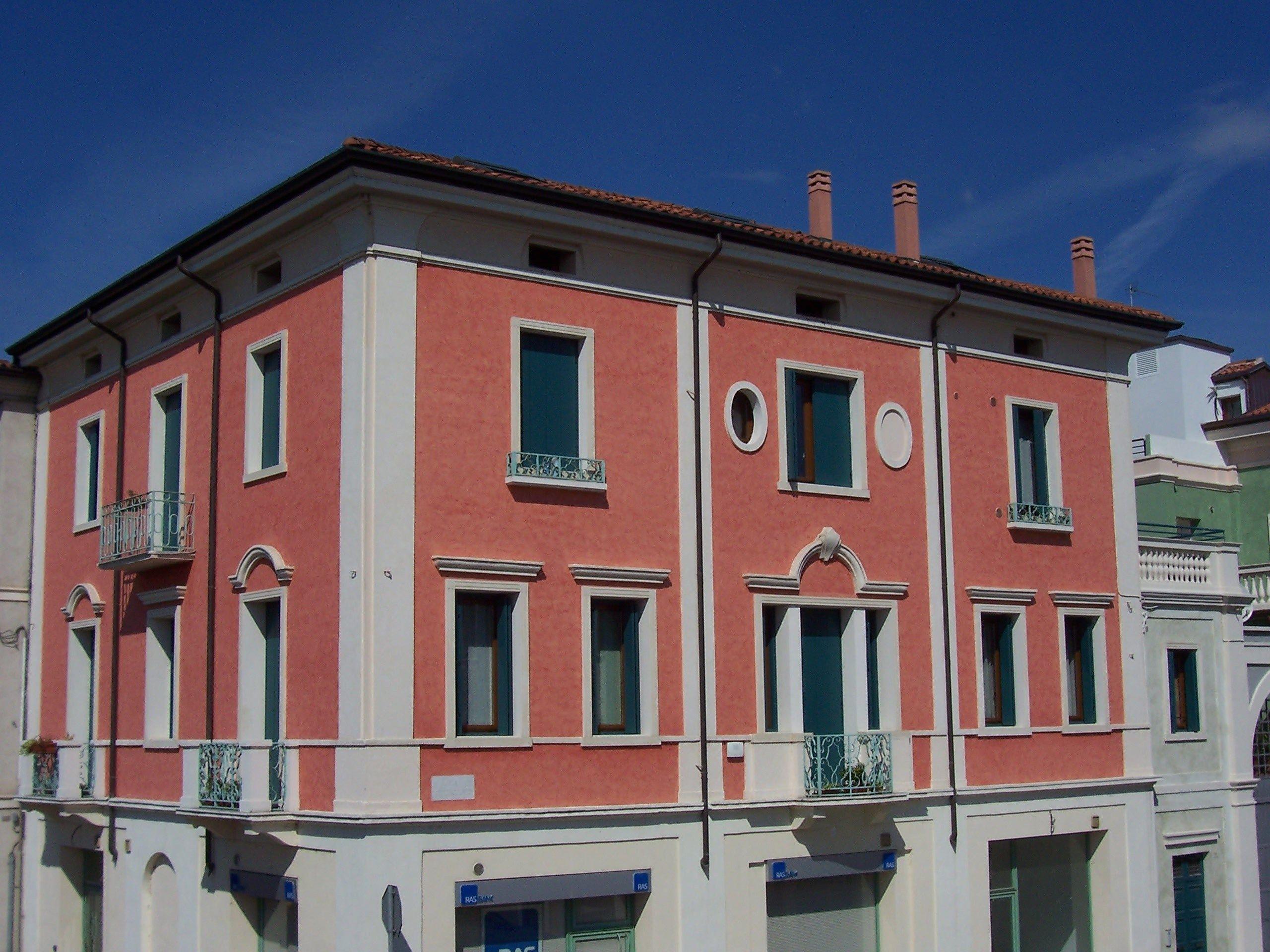 Cornici contorni per finestre by eleni for Facciate di case classiche