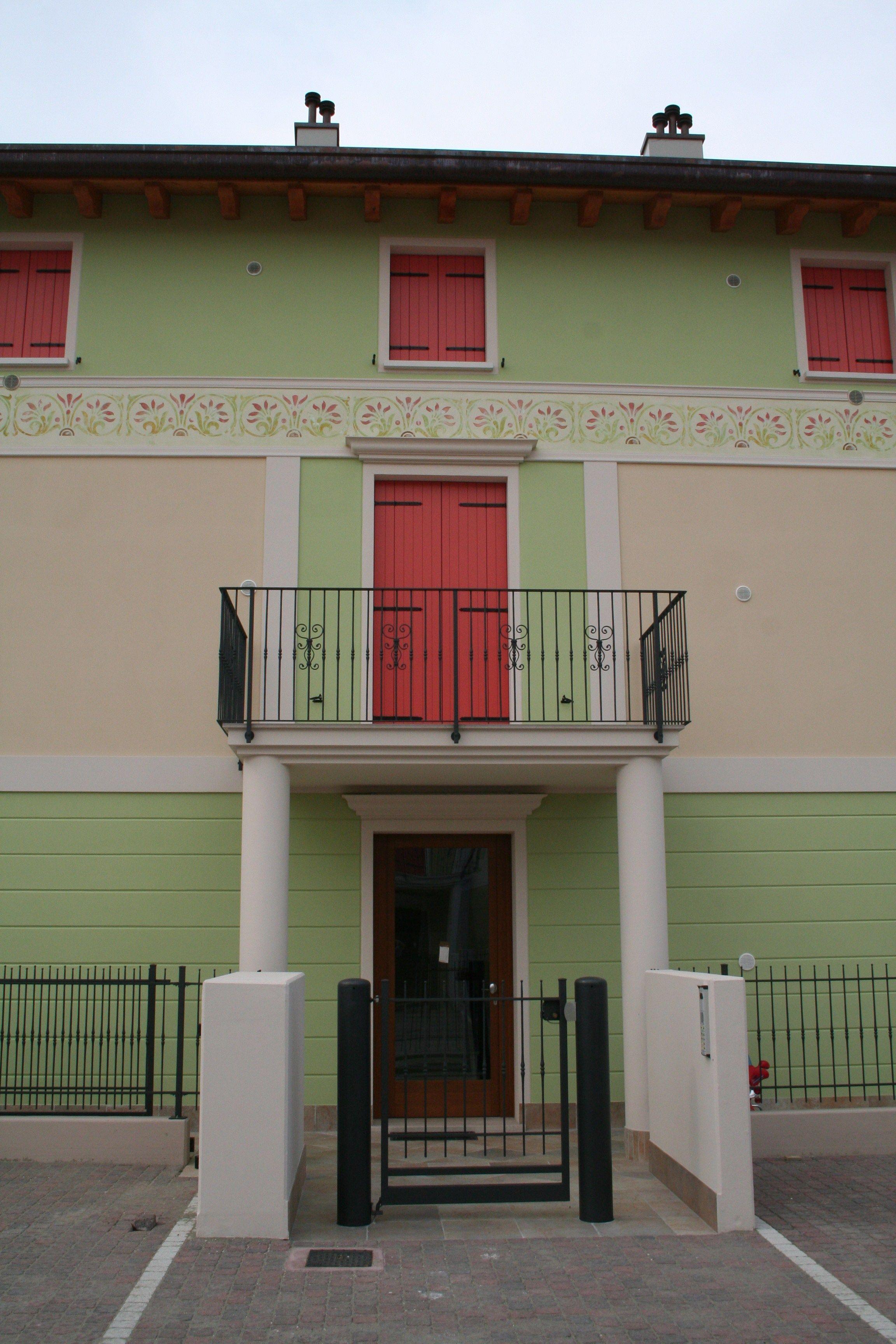 Cornice per porte e portali d 39 ingresso by eleni - Cornici finestre in pietra ...