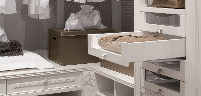 Cabina armadio in legno massello in stile veneziano peggy for Preziosi arredamenti