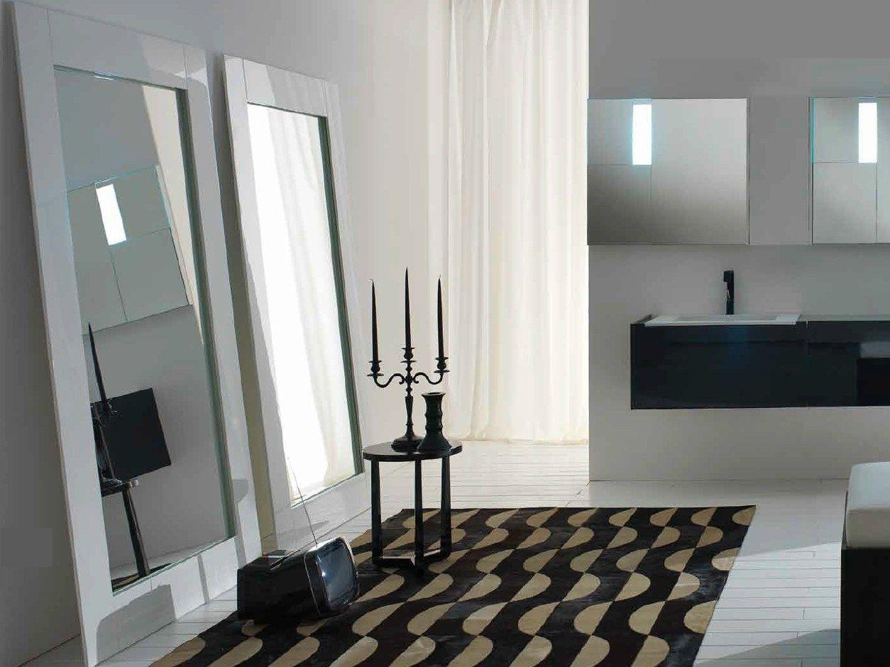 Specchio da terra con cornice floor by rifra for Specchio girevole da terra