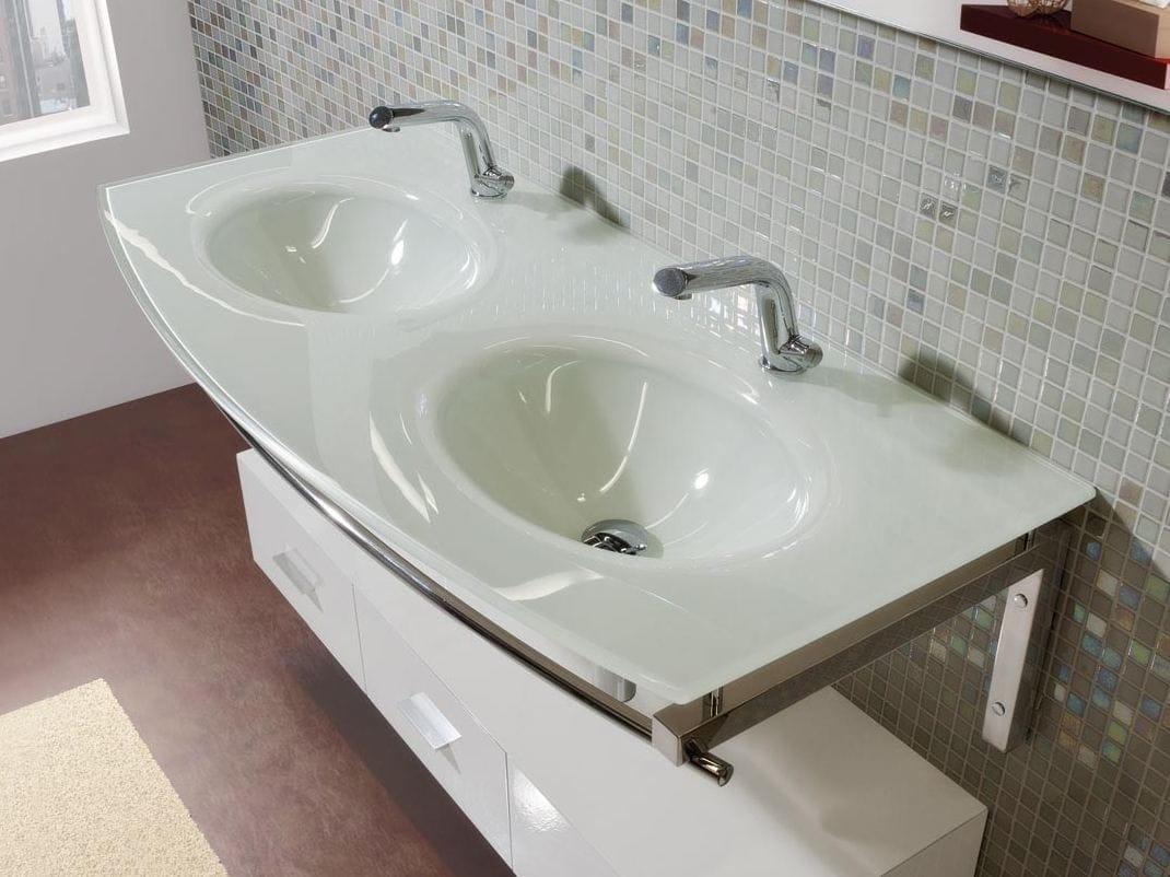 doppel waschbecken mit waschtisch mit handtuchhalter. Black Bedroom Furniture Sets. Home Design Ideas