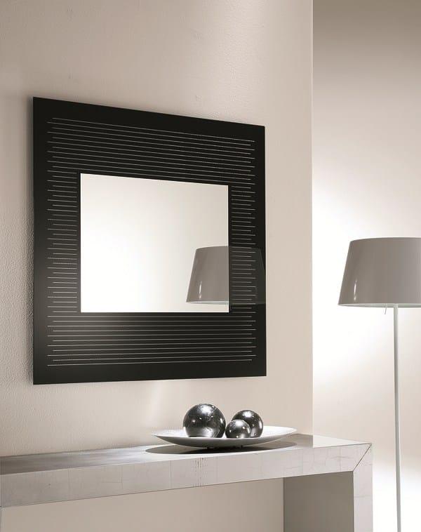 Specchio in stile moderno a parete con cornice per ingresso graffiti by riflessi design riflessi - Parete a specchio per ingresso ...