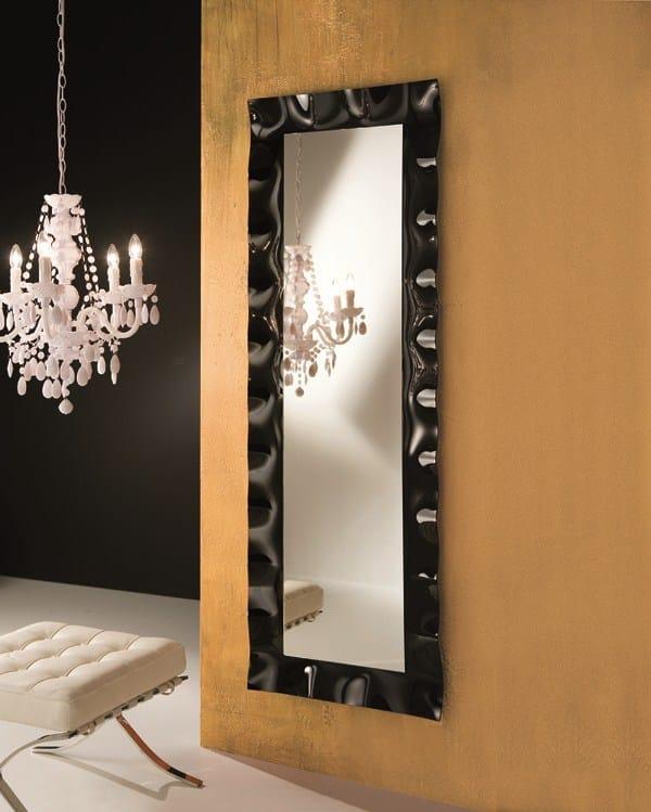 Specchio in stile moderno a parete con cornice per ingresso max by riflessi design riflessi - Parete a specchio per ingresso ...