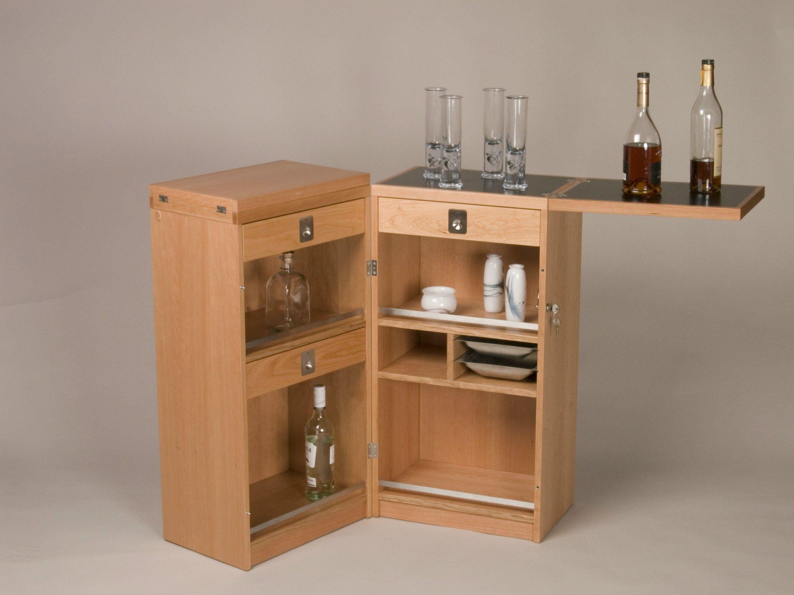 Mueble bar de madera 7712 bar by dyrlund for Bar rodante de madera