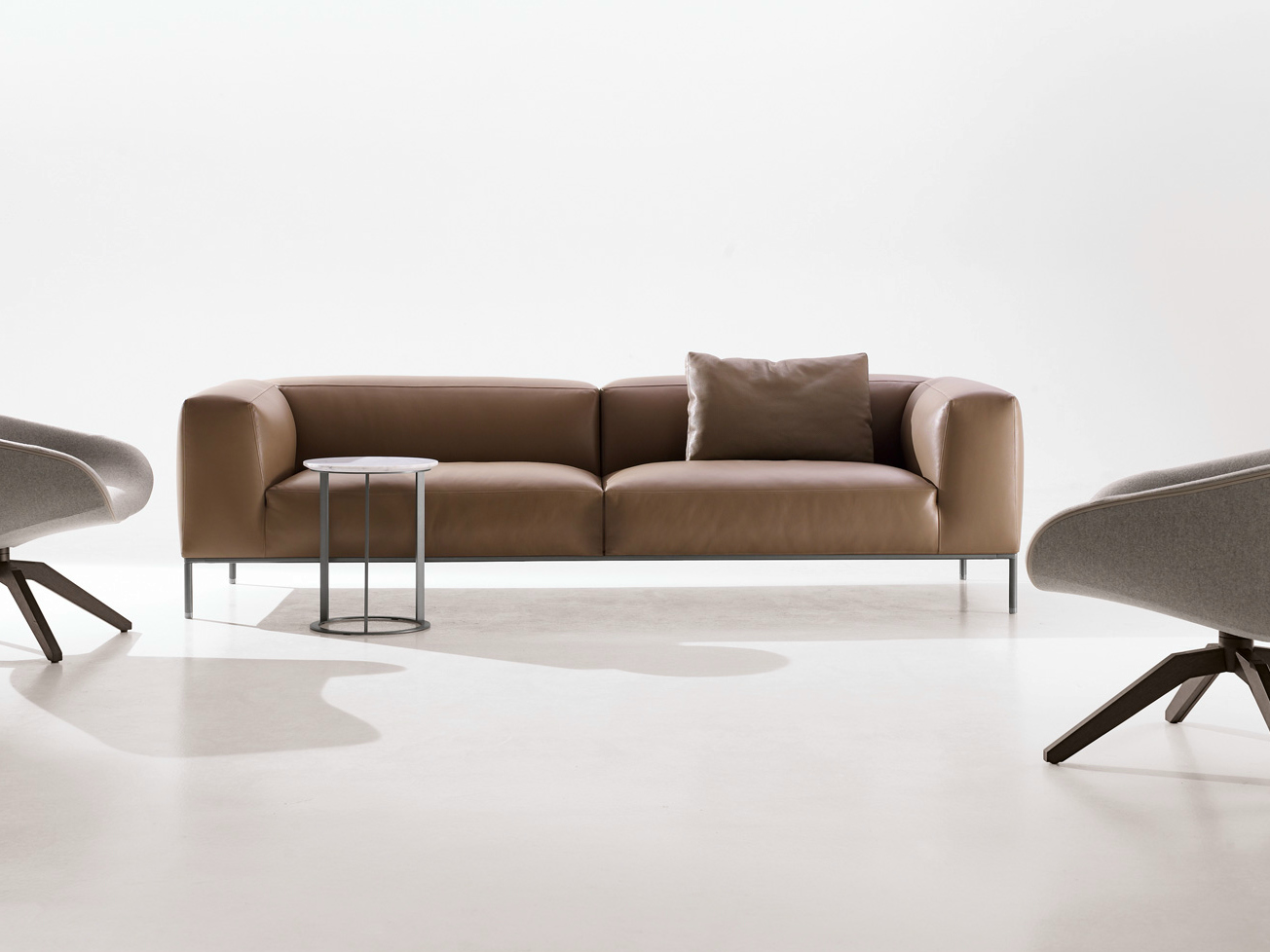 Frank leather sofa by b b italia design antonio citterio for B en b italia
