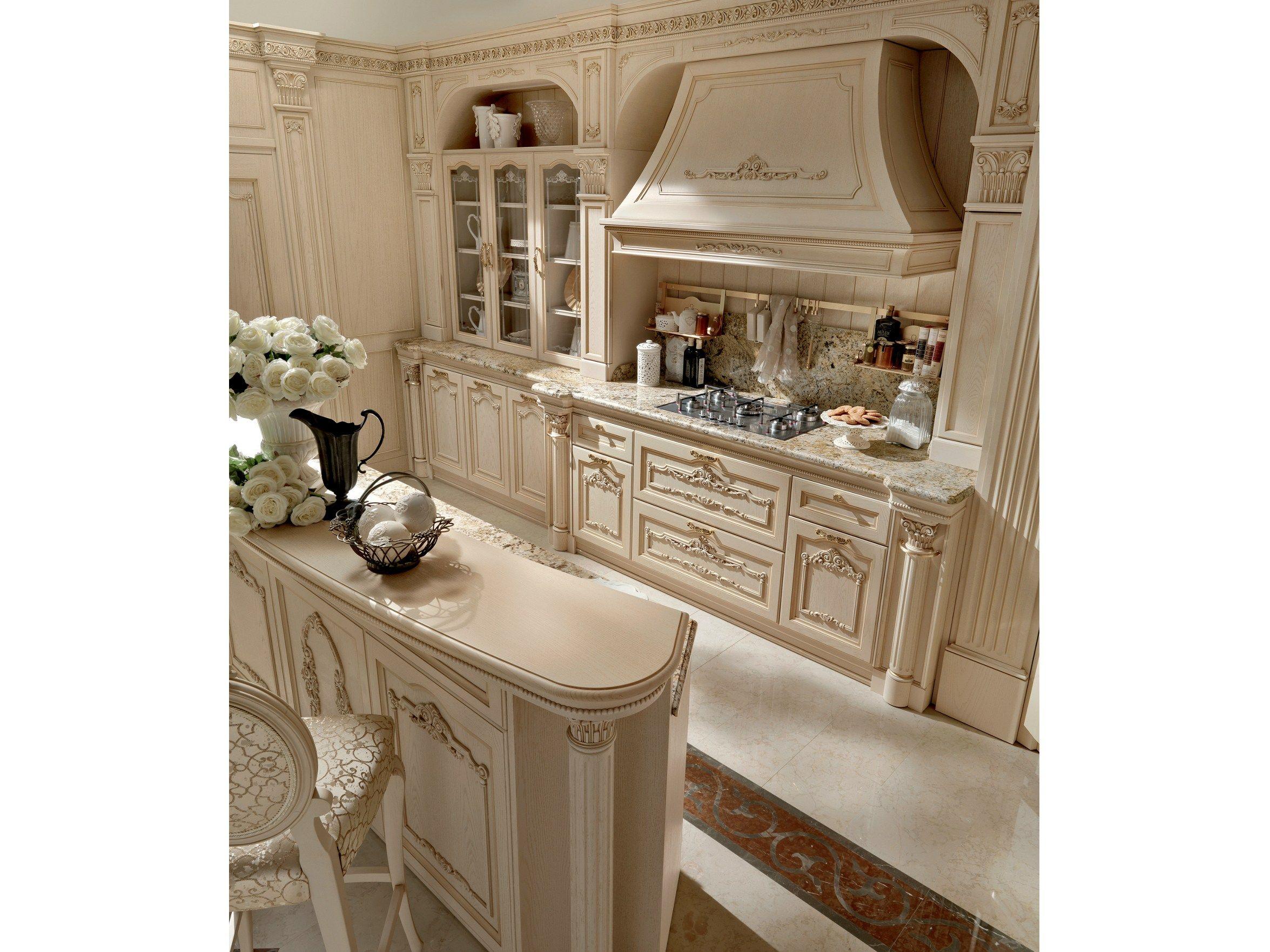 Cucina in stile classico con isola immagina by martini mobili for Mobili isola cucina