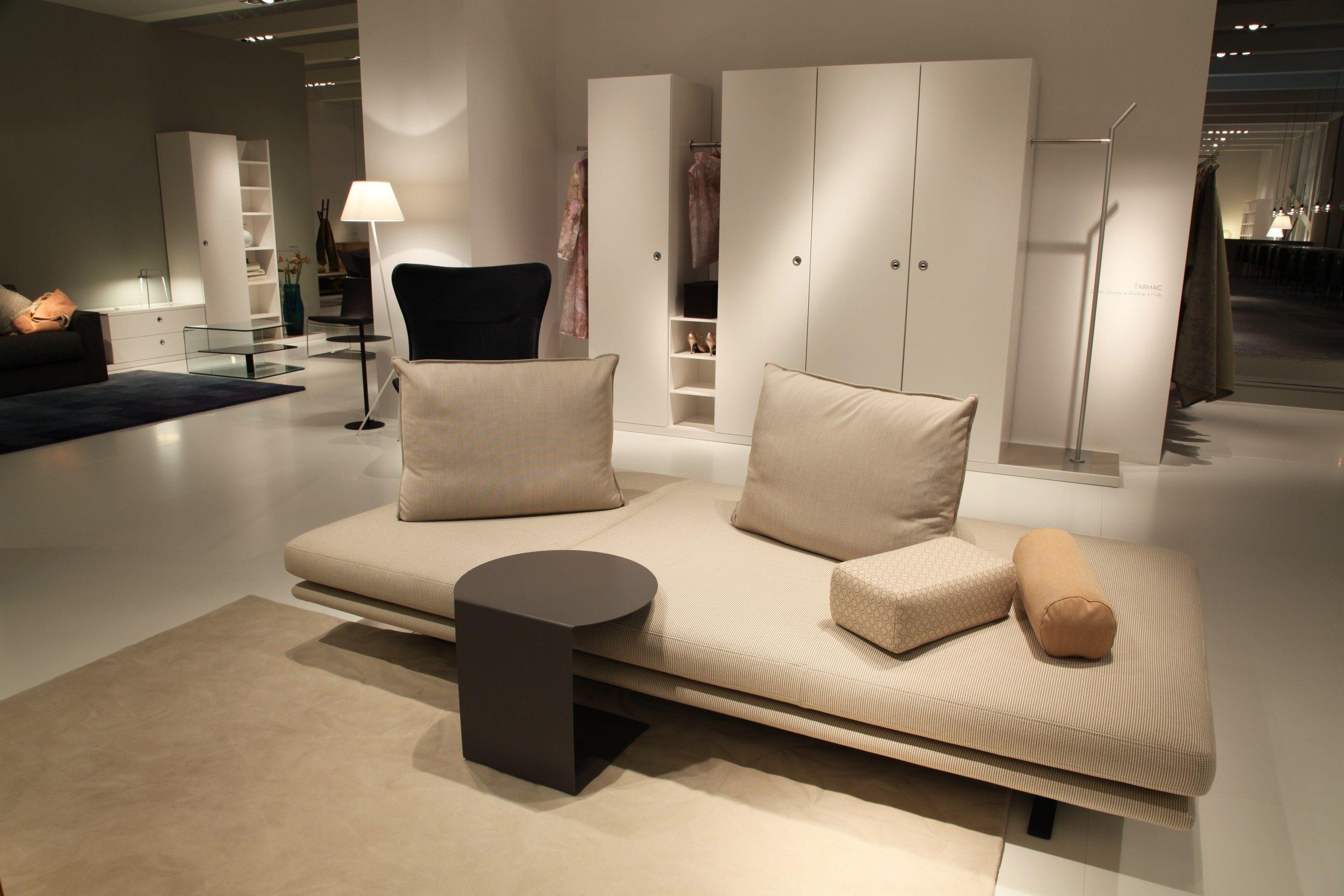 upholstered fabric bench prado by roset italia design christian werner. Black Bedroom Furniture Sets. Home Design Ideas