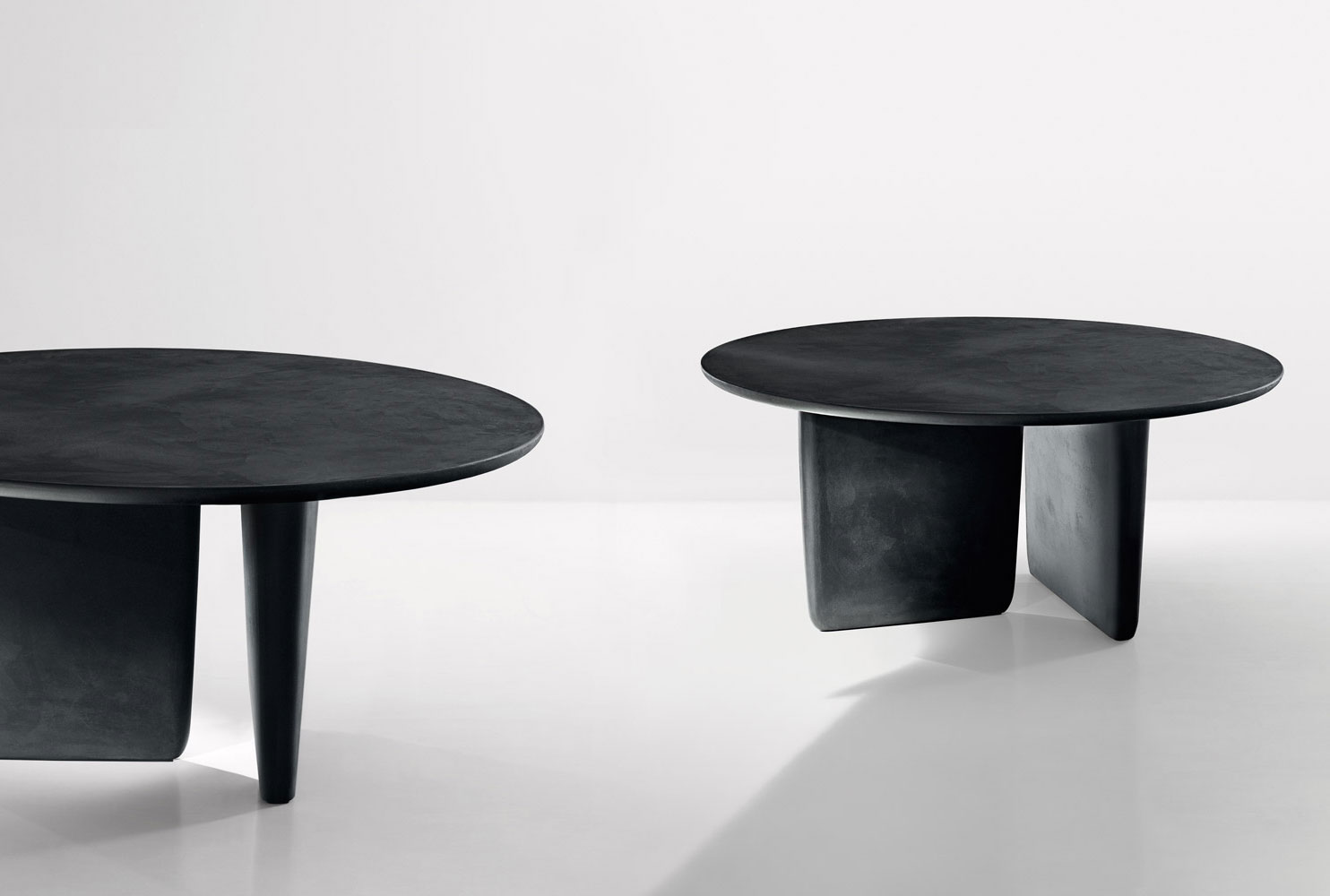 TOBI ISHI Round Table By BampB Italia Design Barber amp Osgerby