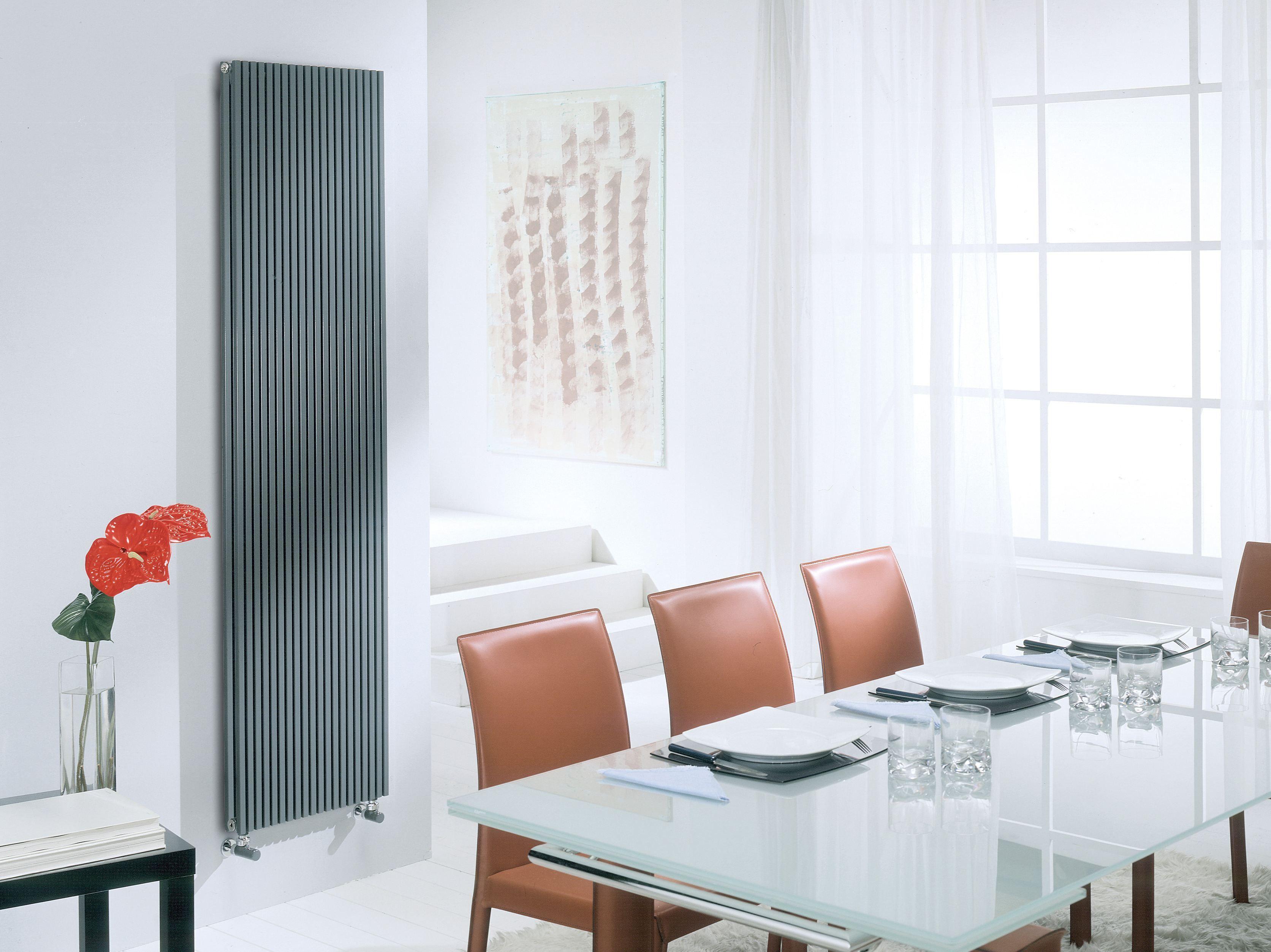 Radiatore verticale a parete ad acqua calda karin vx for Parete acqua