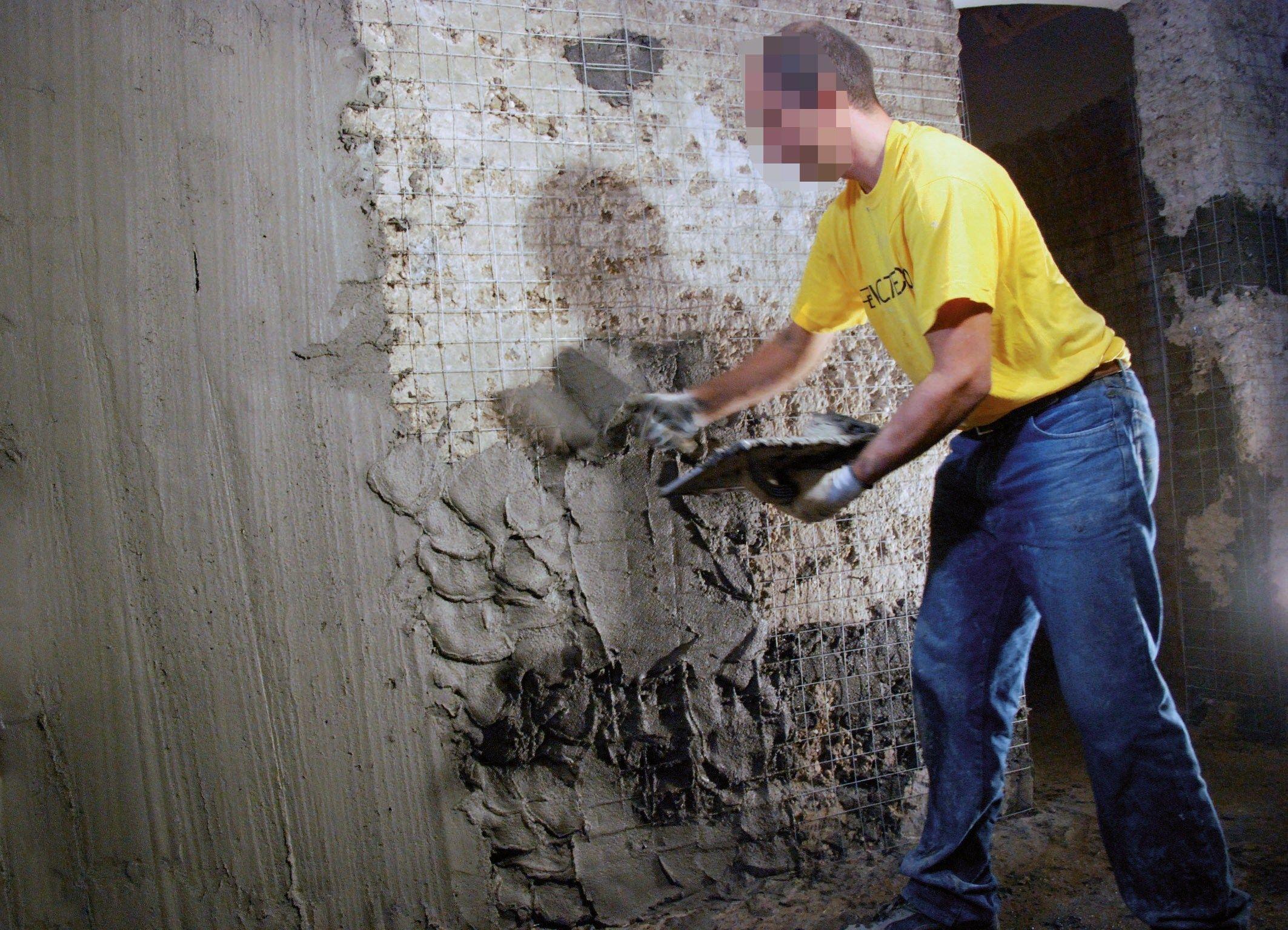 Как штукатурить стены своими руками без маяков цементным раствором