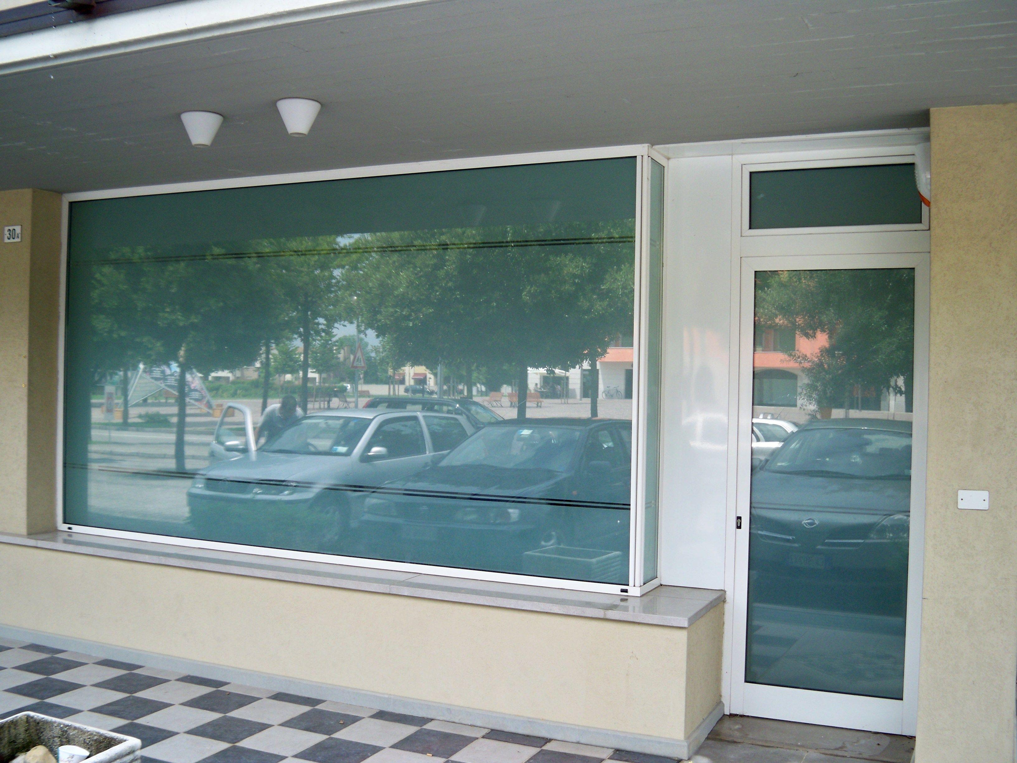 Pellicola per vetri decorativa pellicole traslucide opache - Pellicole adesive per vetri esterni ...