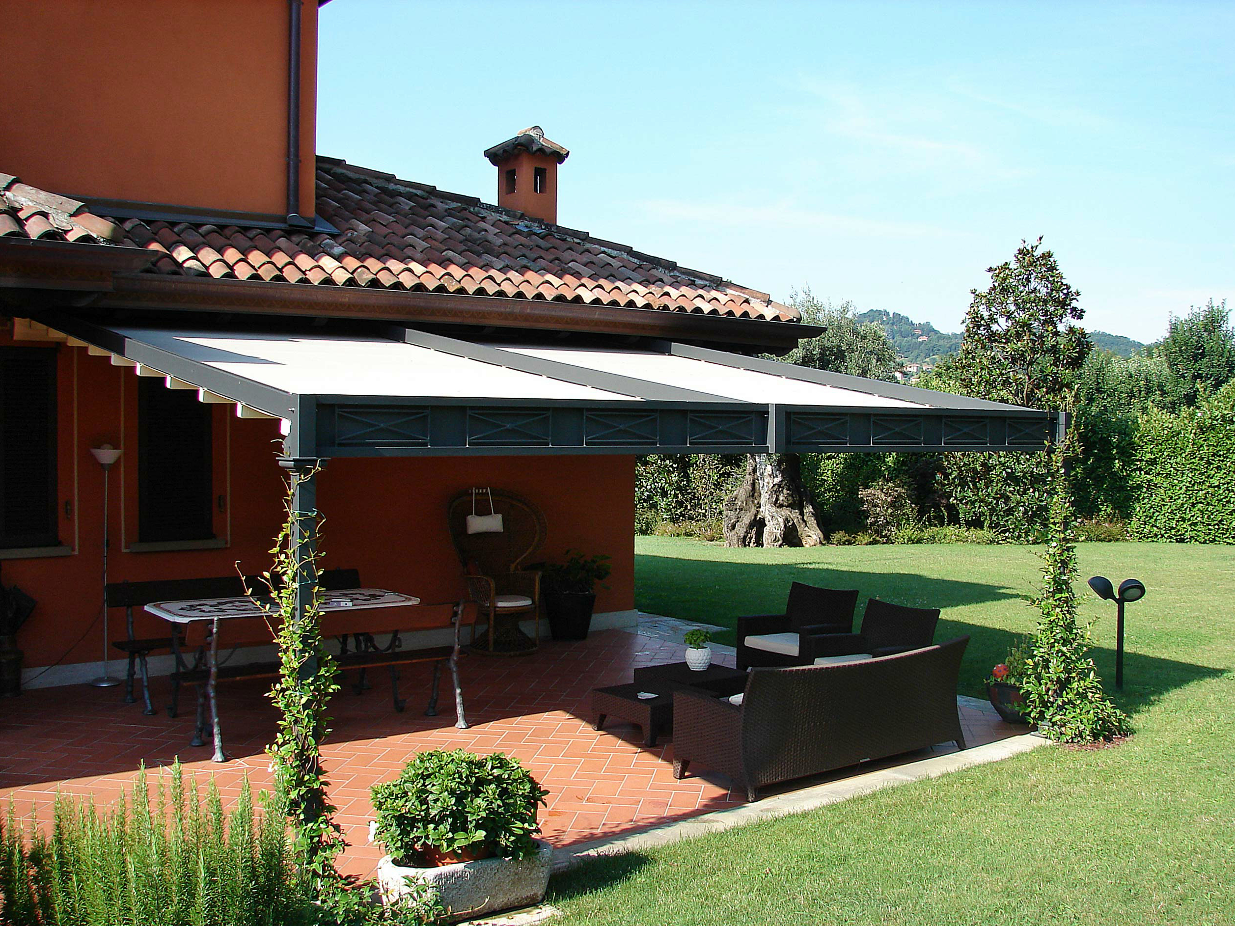 Wall Mounted Iron Pergola Electric Roof By Unosider