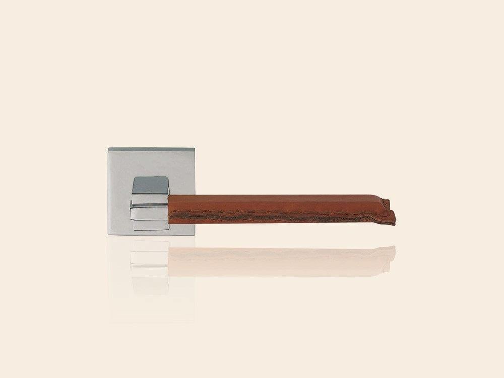 poign e de porte en laiton chrom sur rosace avec serrure. Black Bedroom Furniture Sets. Home Design Ideas