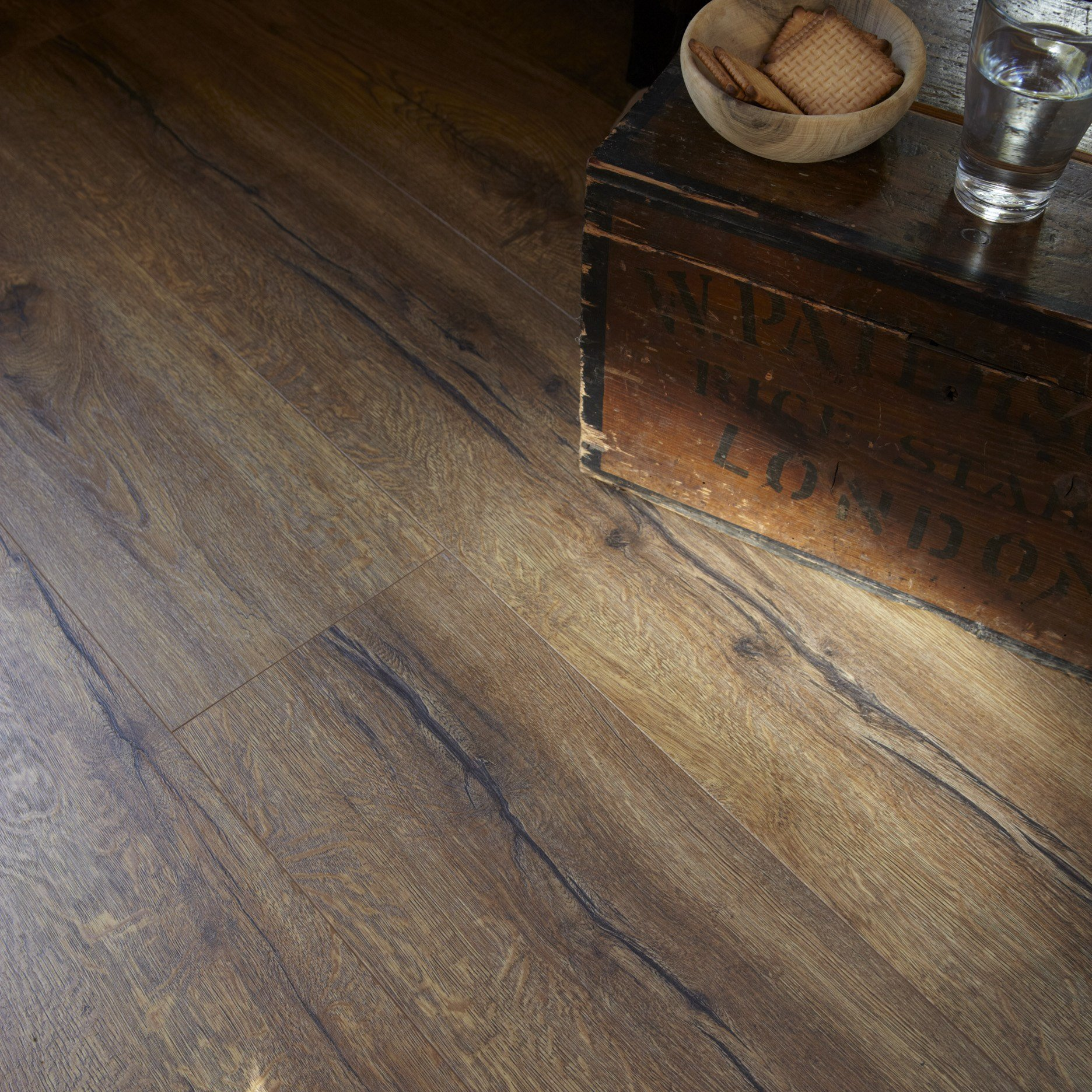 Laminate flooring long boards by tarkett for Tarkett laminate flooring
