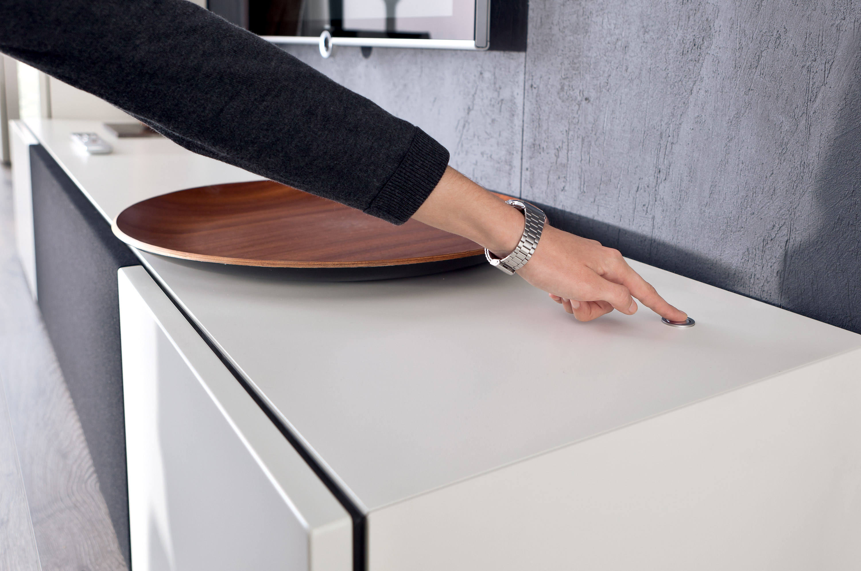 h lsta tv m bel h ngend. Black Bedroom Furniture Sets. Home Design Ideas