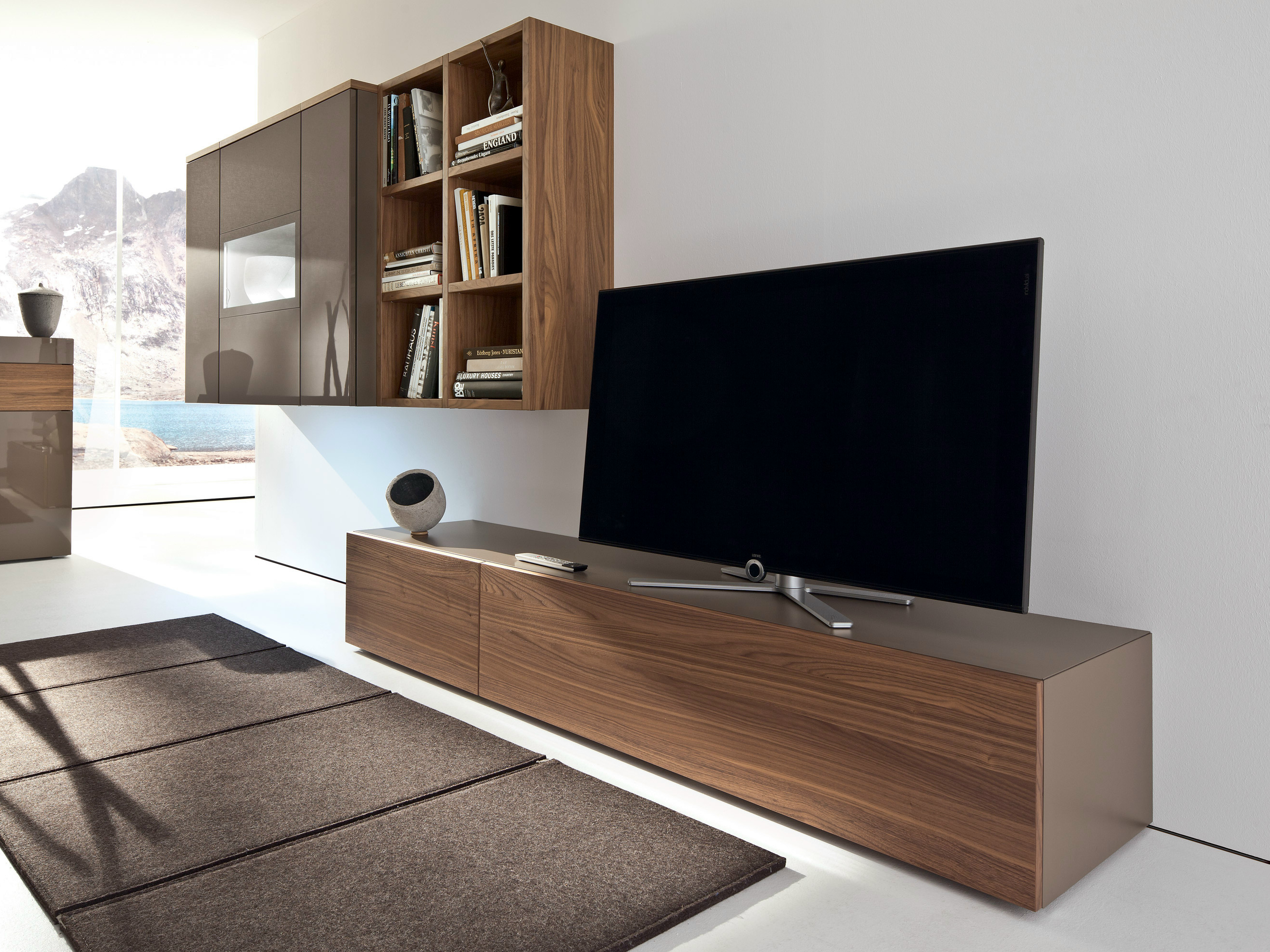 lowboard h ngend braun interessante ideen. Black Bedroom Furniture Sets. Home Design Ideas