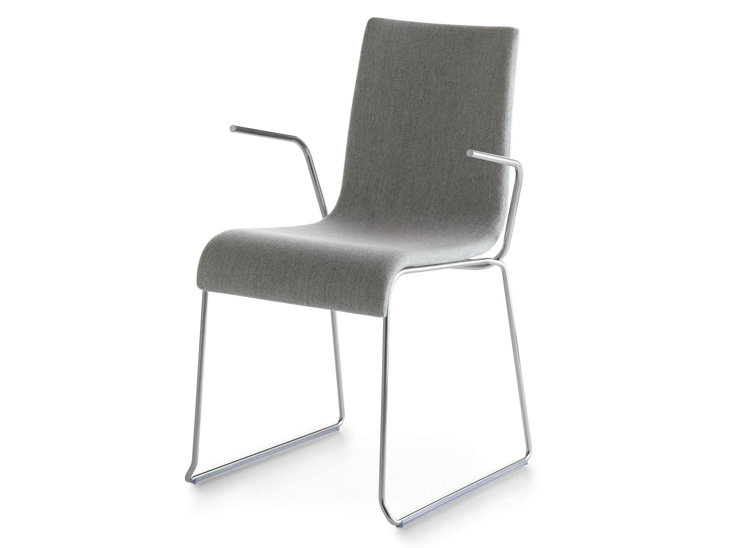 Gepolsterter stuhl mit kufen mit armlehnen asia 2001 p for Design stuhl mit kufen