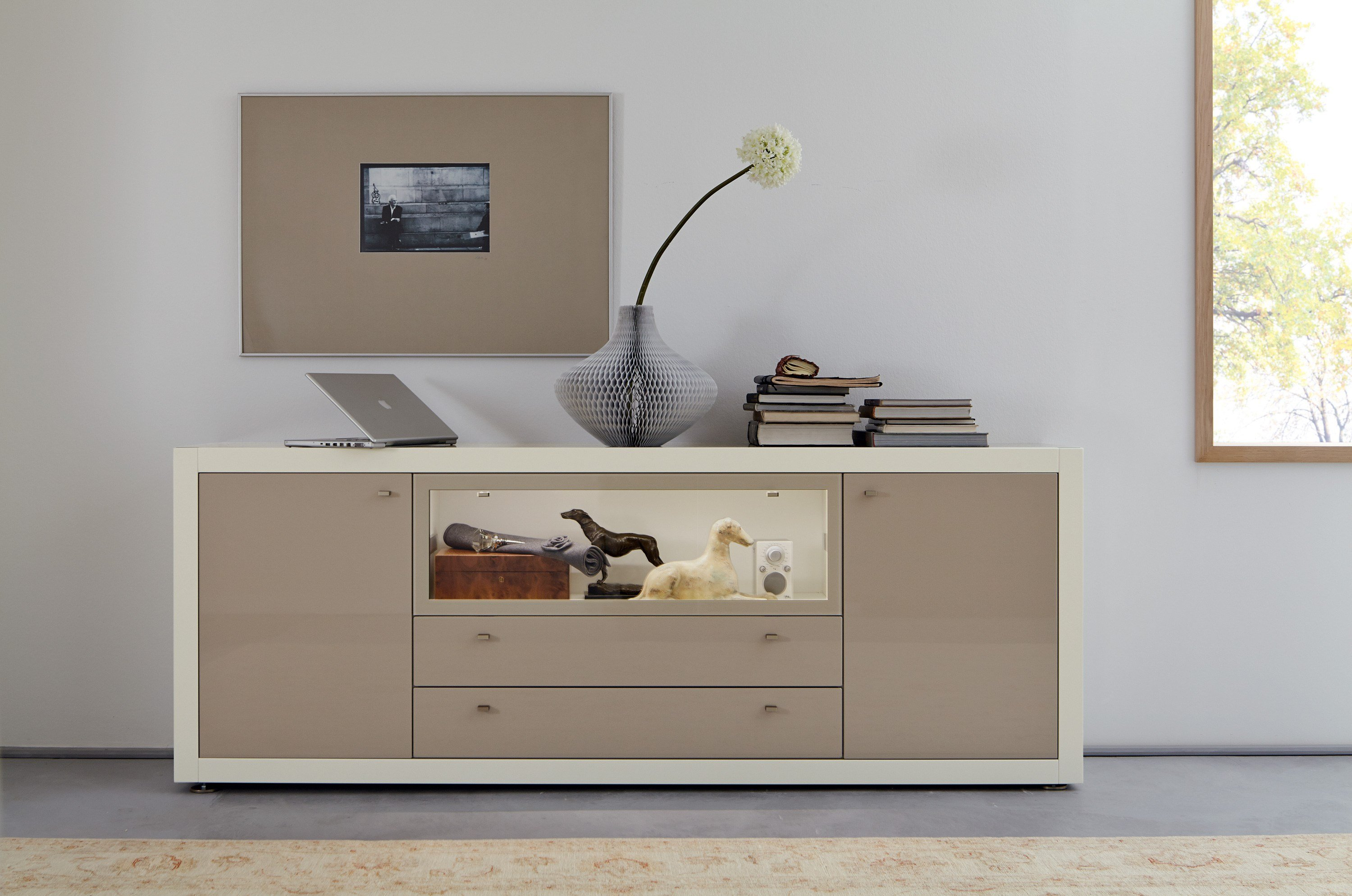 lackiertes sideboard mit fl gelt ren mit schubladen kollektion xelo by h lsta werke h ls. Black Bedroom Furniture Sets. Home Design Ideas