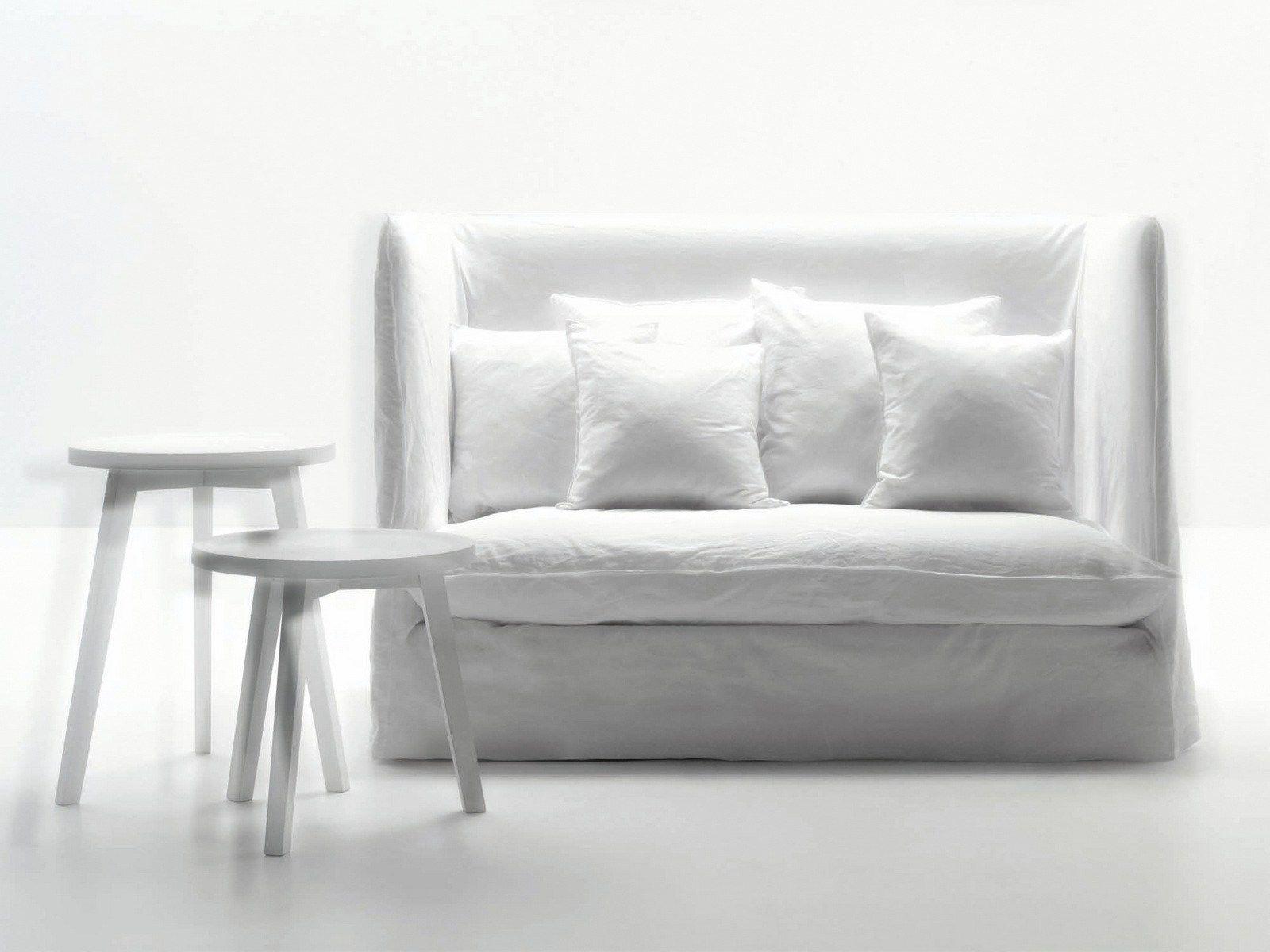 2 er sofa mit hoher r ckenlehne ghost 18 by gervasoni design paola navone. Black Bedroom Furniture Sets. Home Design Ideas