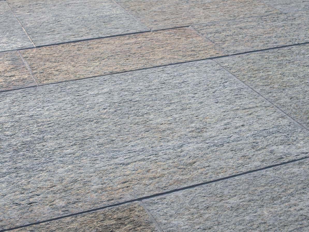 Pavimento per interni ed esterni luserna fiammata mista by b b for Pietra piasentina fiammata prezzi
