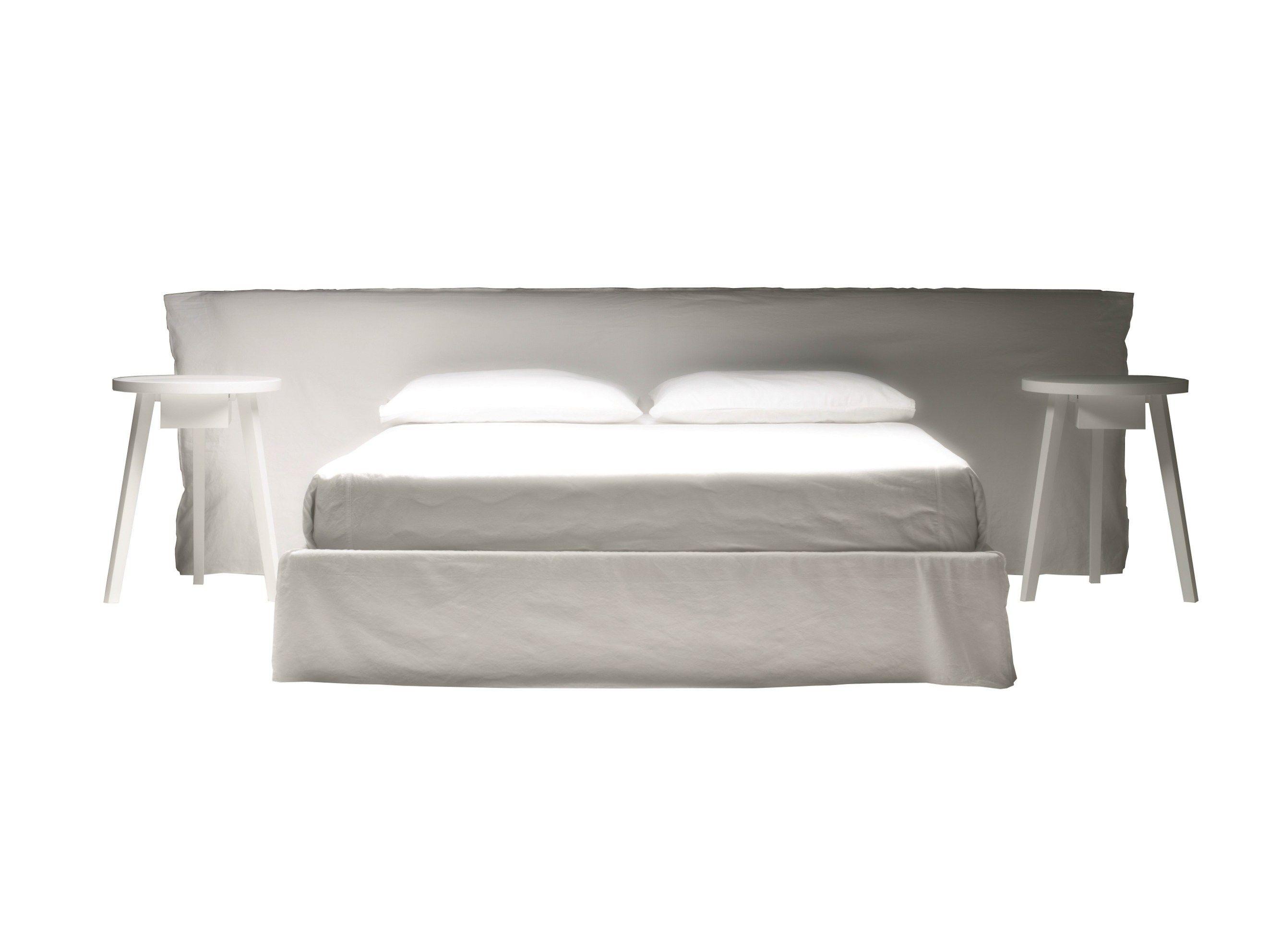lit double avec rev tement amovible ghost 81 by gervasoni. Black Bedroom Furniture Sets. Home Design Ideas