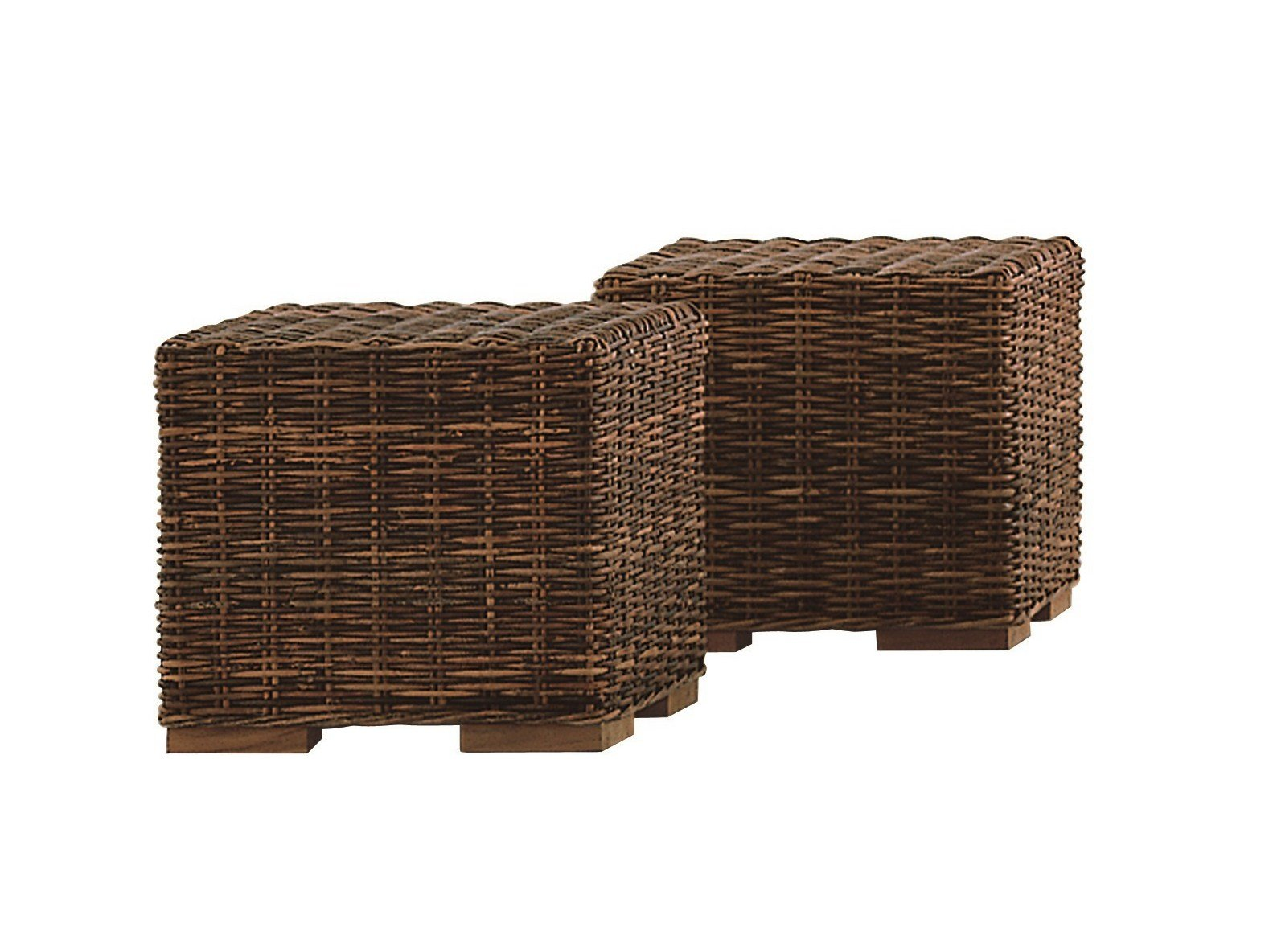 table basse pouf de jardin en rotin croco 11 by gervasoni design paola navone. Black Bedroom Furniture Sets. Home Design Ideas
