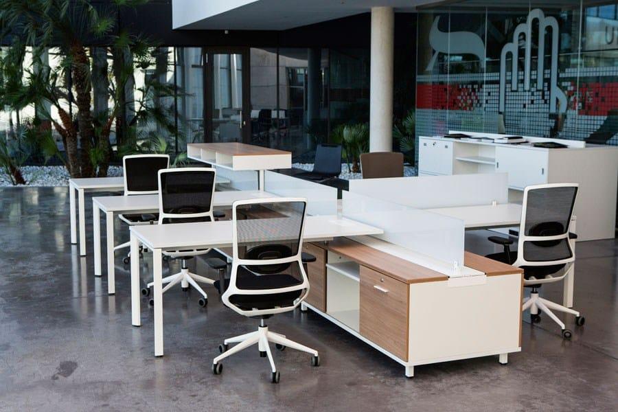 Mesa de escrit rio modular com prateleiras spine by actiu for Escritorio modular