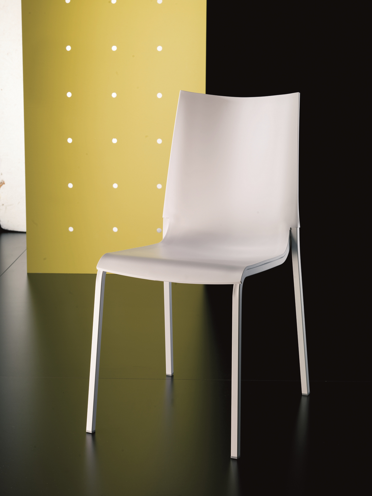 Sedia impilabile in plastica eva sedia in polipropilene collezione sedie by bontempi casa - Sedia polipropilene impilabile ...