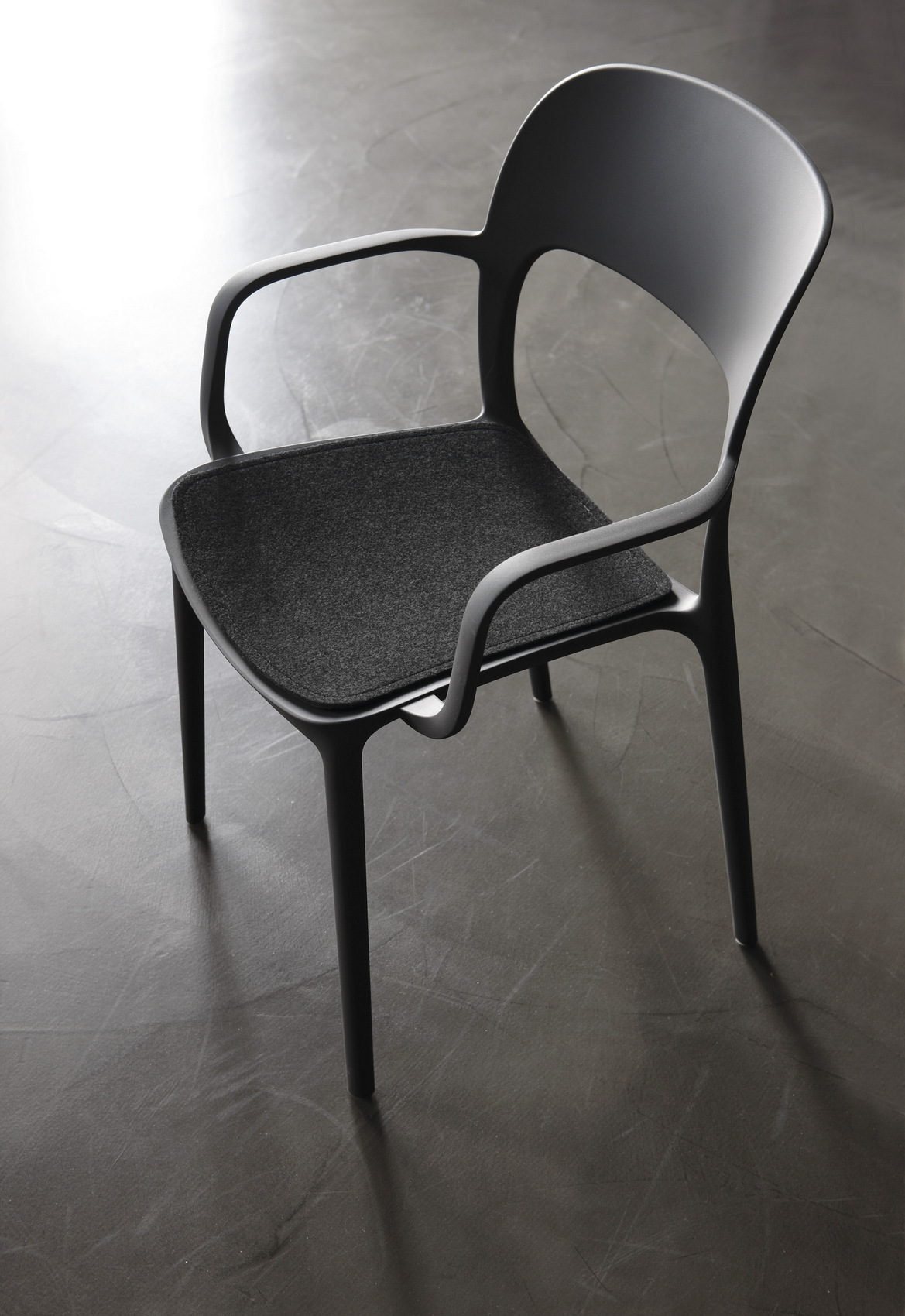 Gipsy sedia con braccioli by bontempi casa design archirivolto - Sedia polipropilene impilabile ...
